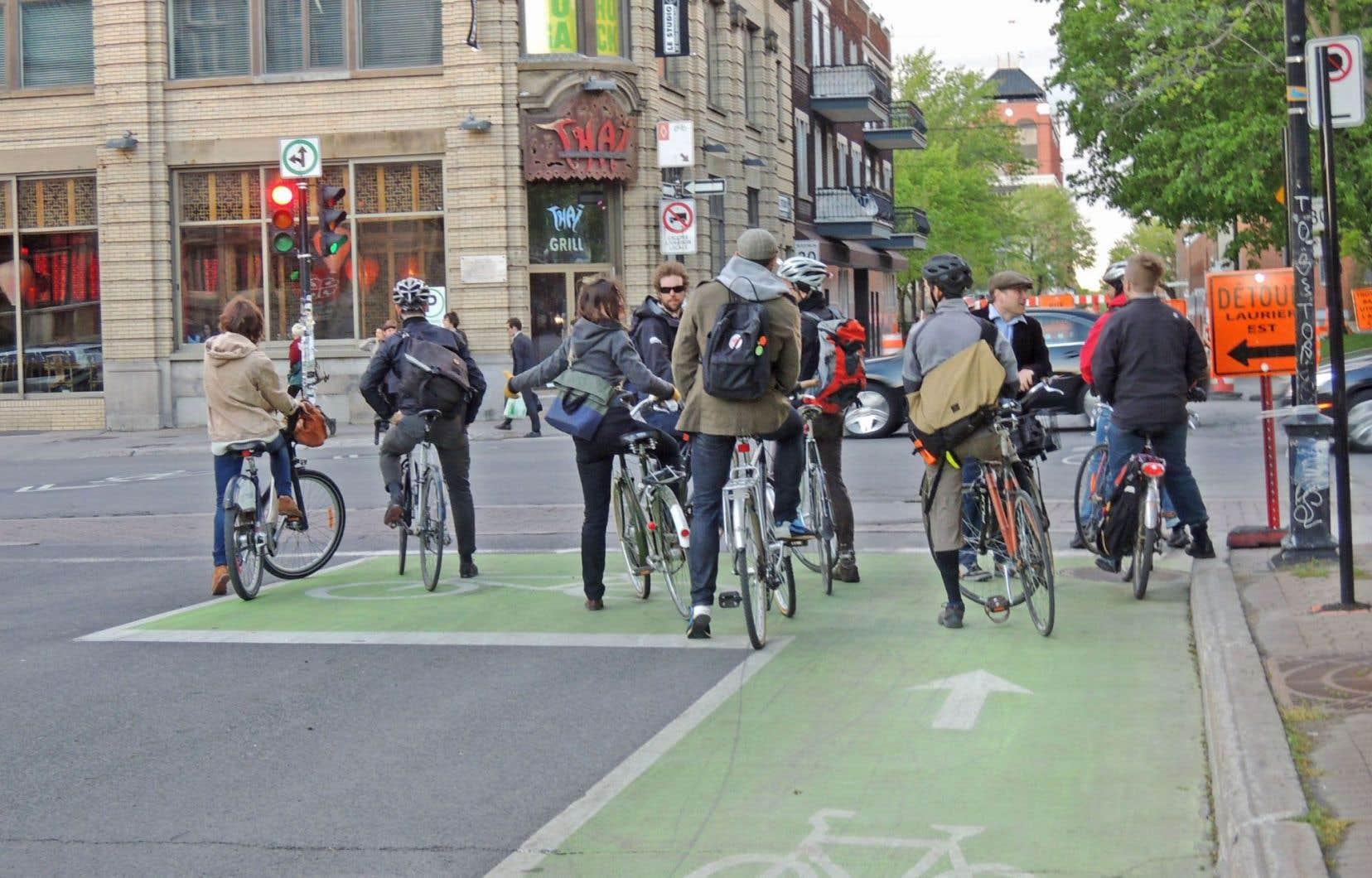 À Montréal, l'aménagement d'un nouveau sas vélo coûte entre 5000 et 10000$, en grande partie en raison de la peinture de type thermoplastique utilisée.