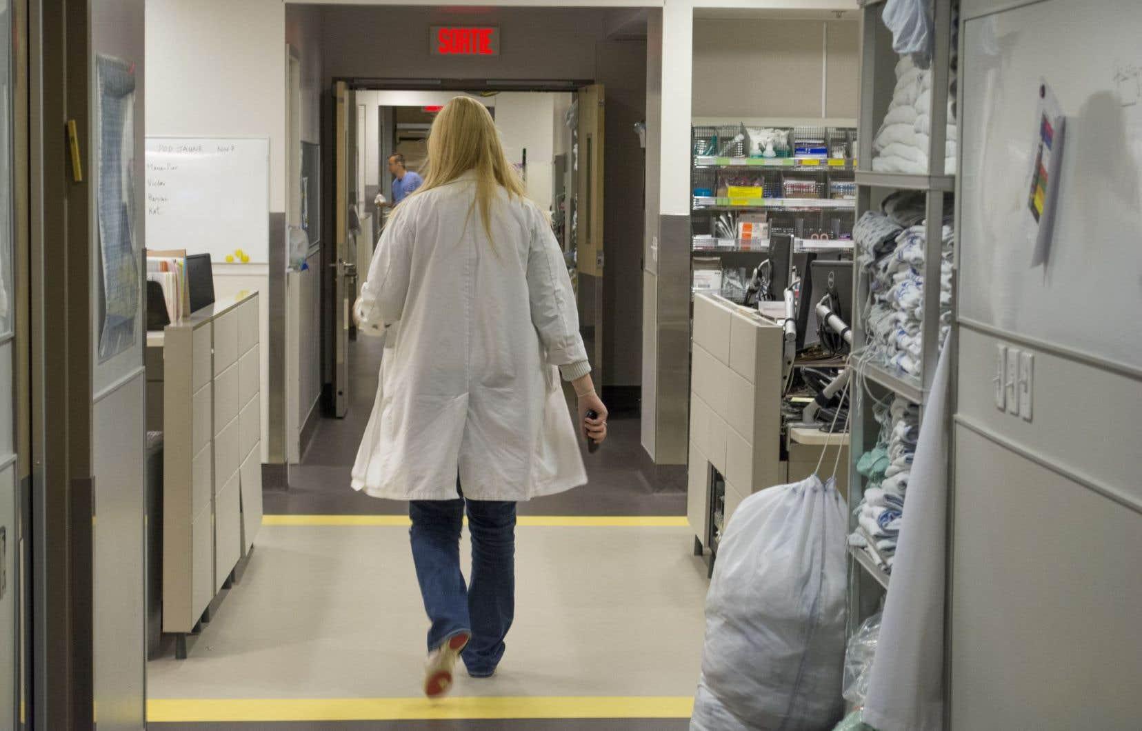 Les médecins sont plus nombreux à s'informer auprès de cliniques privées etplusieurs ont déjà remis leur démission.