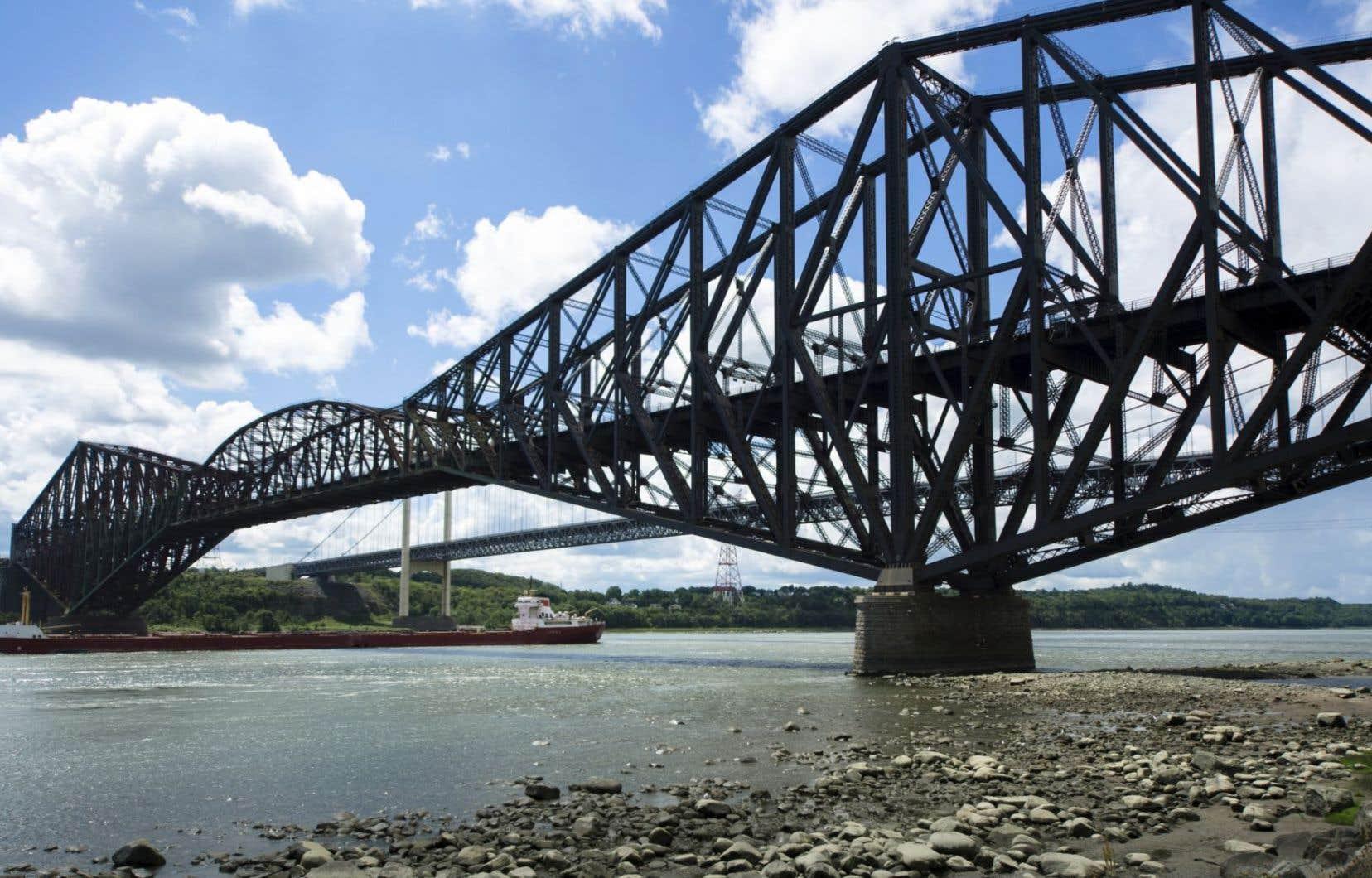 Le Canadien National a toujours refusé de repeindre le pont.