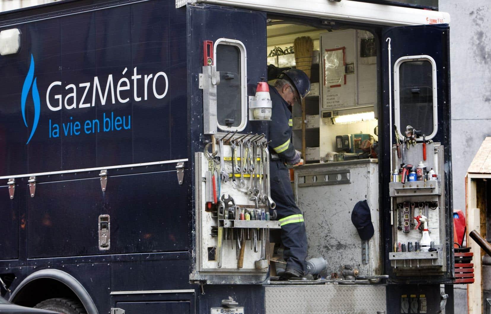 Un tuyau de trois centimètres de diamètre a été percé lors de travaux de sciage de béton, a indiqué le Service de sécurité incendie de Montréal (SIM), ce qui a engendré la fuite.<br />