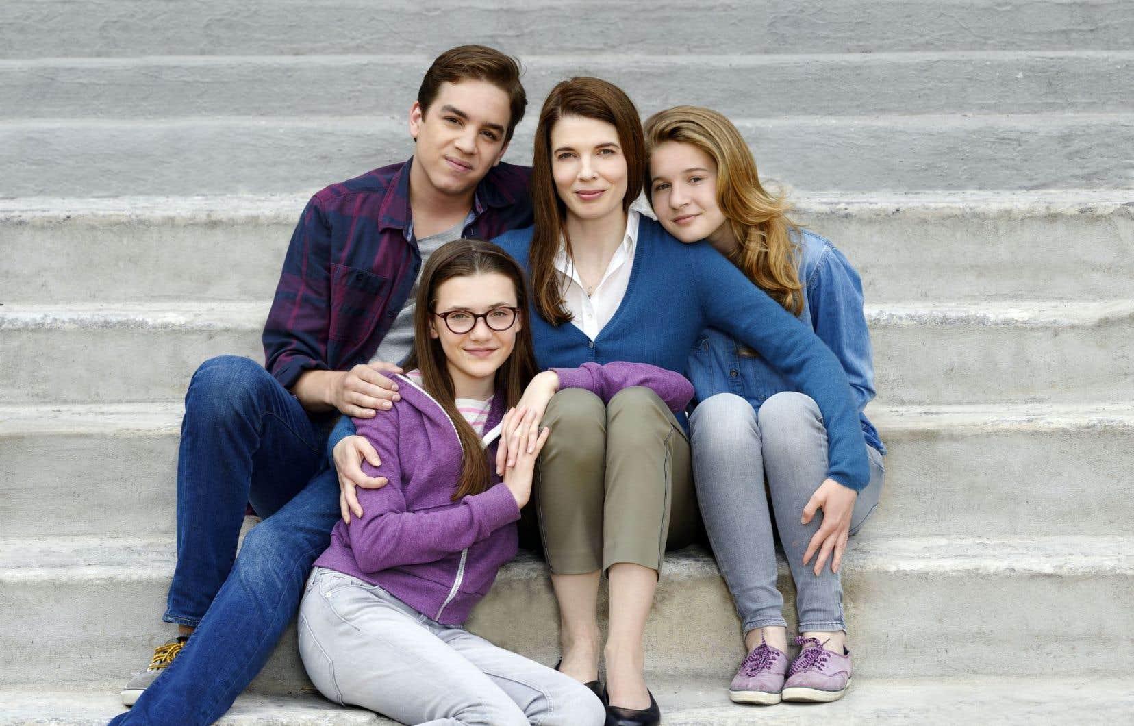 Comme la grande majorité des personnages féminins québécois, Nathalie (Macha Grenon, au centre) de «Nouvelle adresse» est maman.
