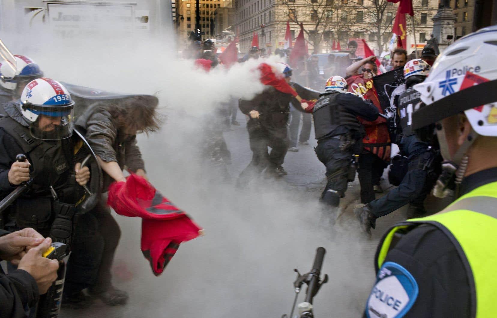 La brèche dans les droits fondamentaux a été ouverte. Et le SPVM ne se gêne pas pour entrer dedans à coups de matraque et de gaz lacrymogène, constate Frédéric Bérard.