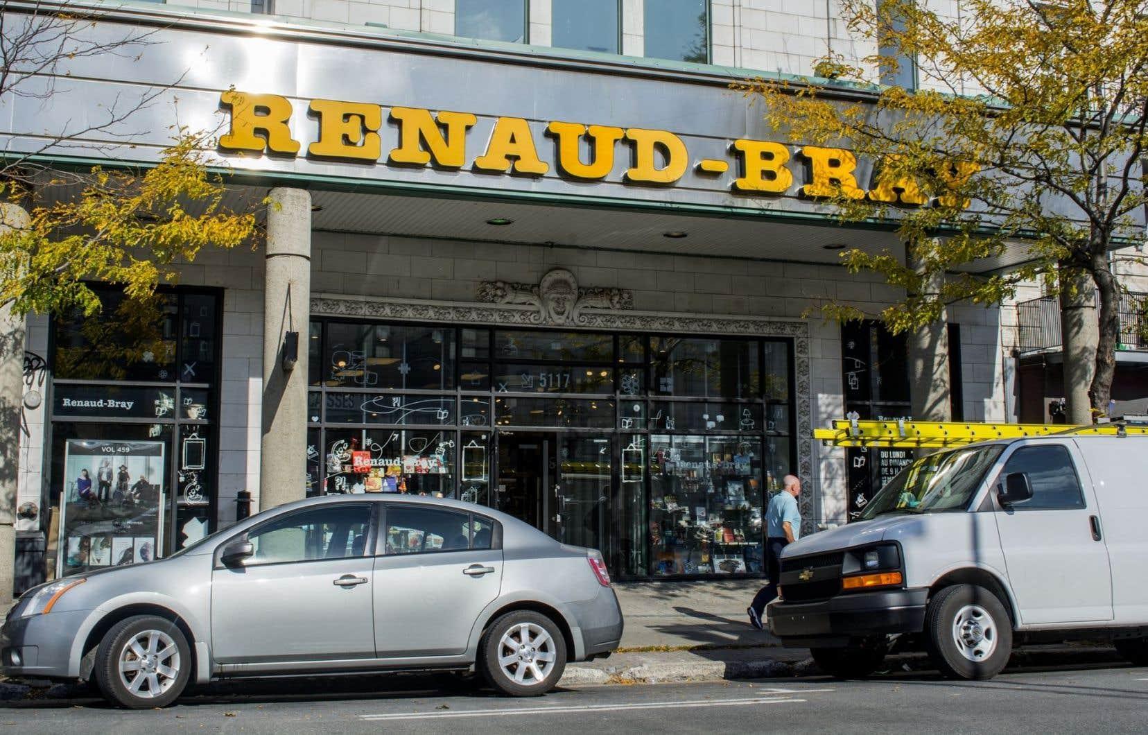 Renaud-Bray rachète les 14 magasins Archambault, mais la transaction est assujettie à l'approbation du Bureau de la concurrence.