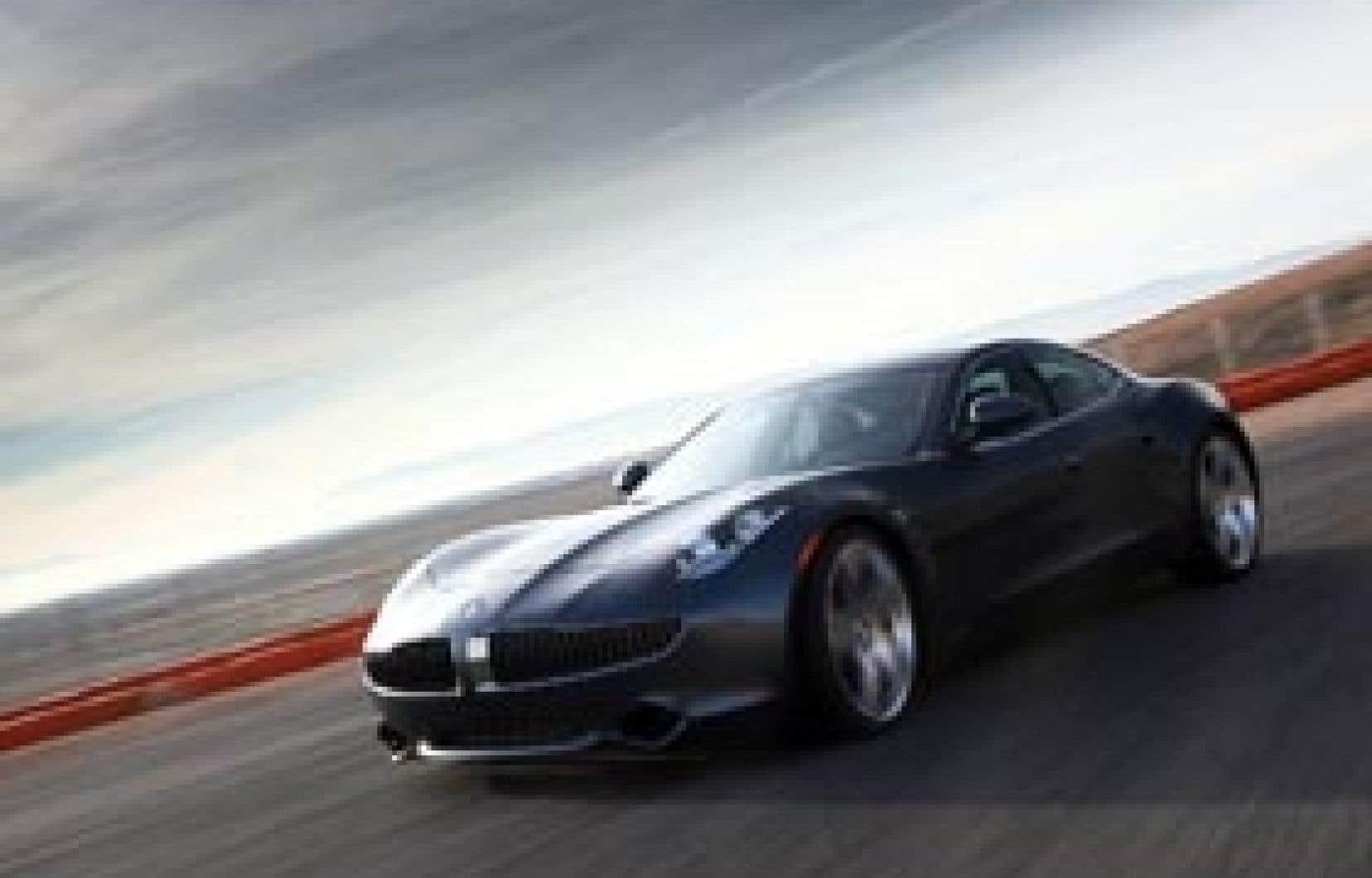 La Karma, du constructeur Fisker, est la preuve que l'automobile peut mélanger une passion pour les magnifiques bolides et un esprit écologique. Ce véhicule est certes haut de gamme, mais il possède un moteur hybride rechargeable. De la tête et du