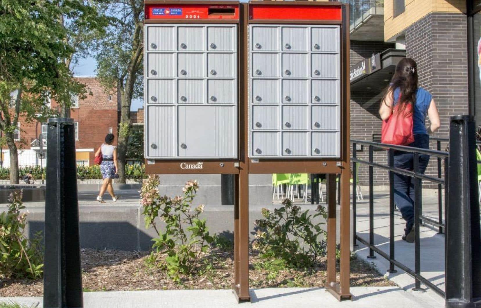 Postes Canada avait annoncé fin 2013 sa décision d'abolir la livraison des lettres à domicile graduellement sur une période de cinq ans.