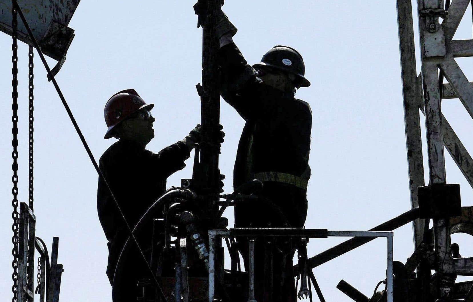 La chute des prix du pétrole n'est pas sans conséquences sur l'économie canadienne.
