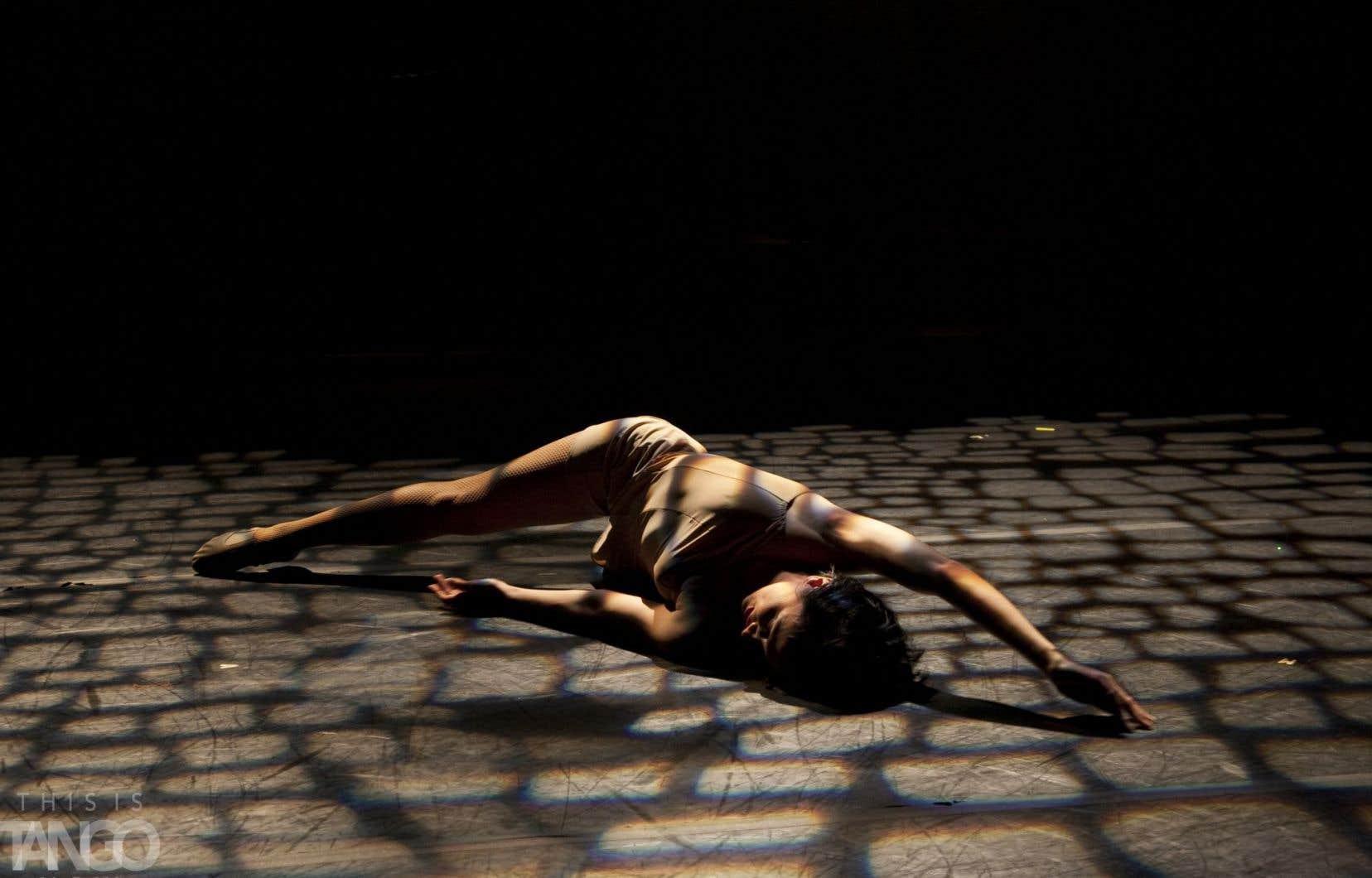 «Identidad» est une une production à mi-chemin entre la soirée de tango classique et un style music-hall soigné.