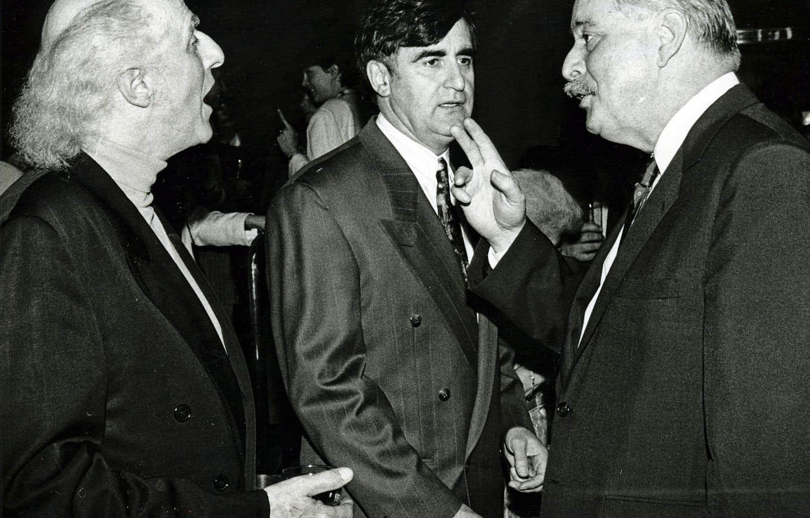 Gilles Vigneault, Lucien Bouchard et Jacques Parizeau en avril 1987. M. Parizeau devait annoncer son retour en politique en novembre.