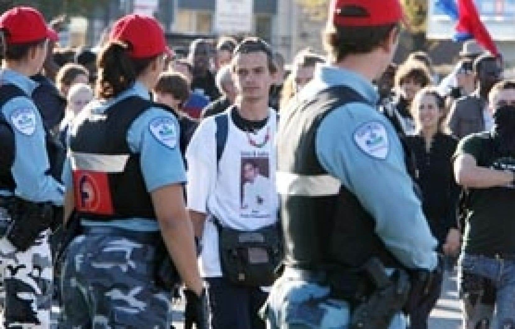L'intervention policière lors de l'émeute de Montréal-Nord continue de susciter des critiques.