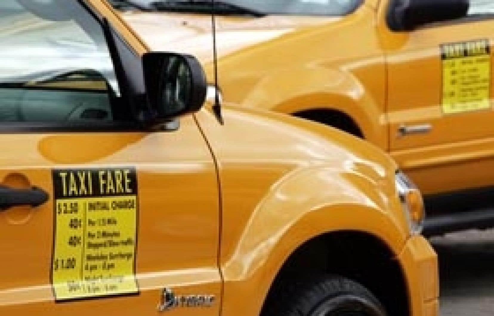 Les chauffeurs de taxi de Montréal rouleront-ils bientôt en hybride, à l'instar de leurs collègues new-yorkais?
