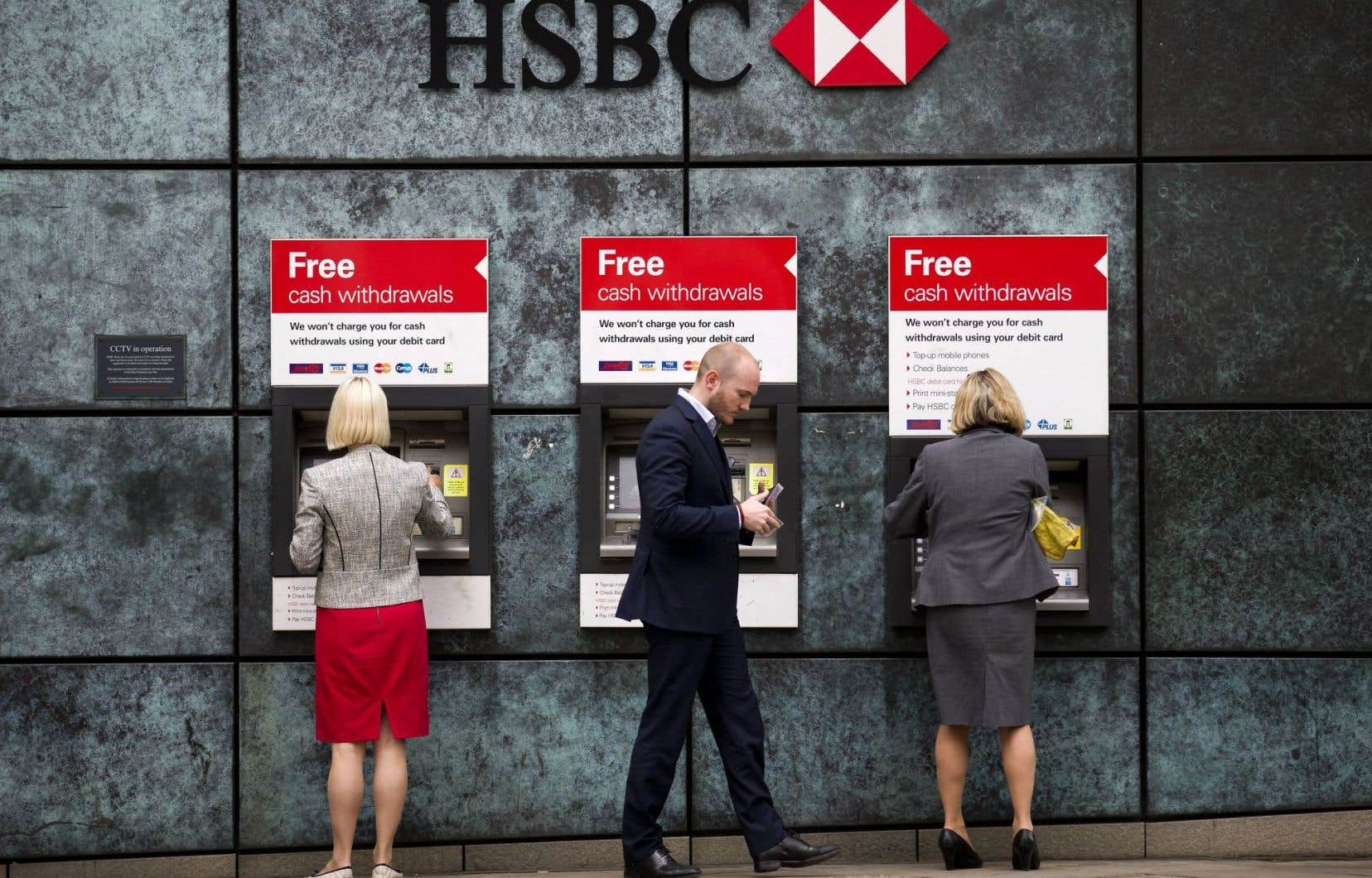 La banque HSBC n'a toujours pas dit si elle déménagera ou pas son siège social de Londres vers l'Asie.