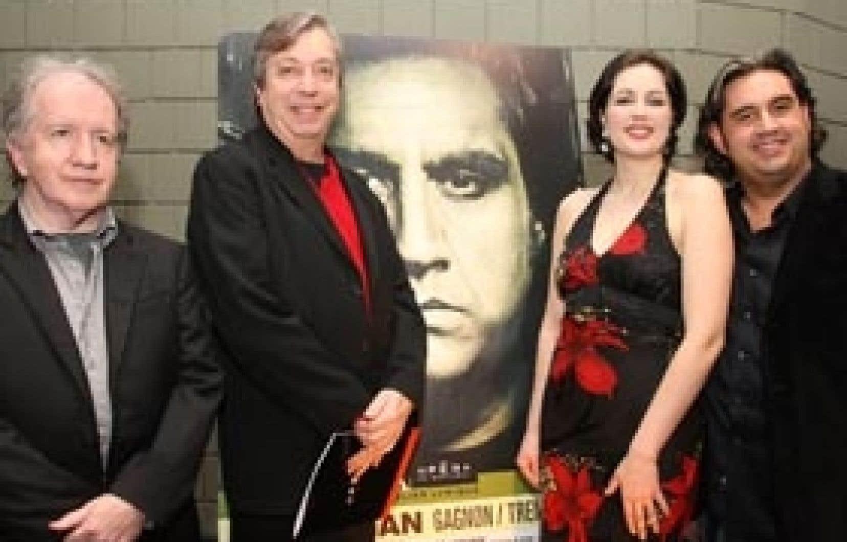 Nelligan, mis en scène par Normand Chouinard (deuxième à gauche), sur un livret de Michel Tremblay, sera le spectacle de l'Atelier de l'opéra de Montréal au coeur de la saison du 30e anniversaire de l'institution. André Gagnon (à gauche) en