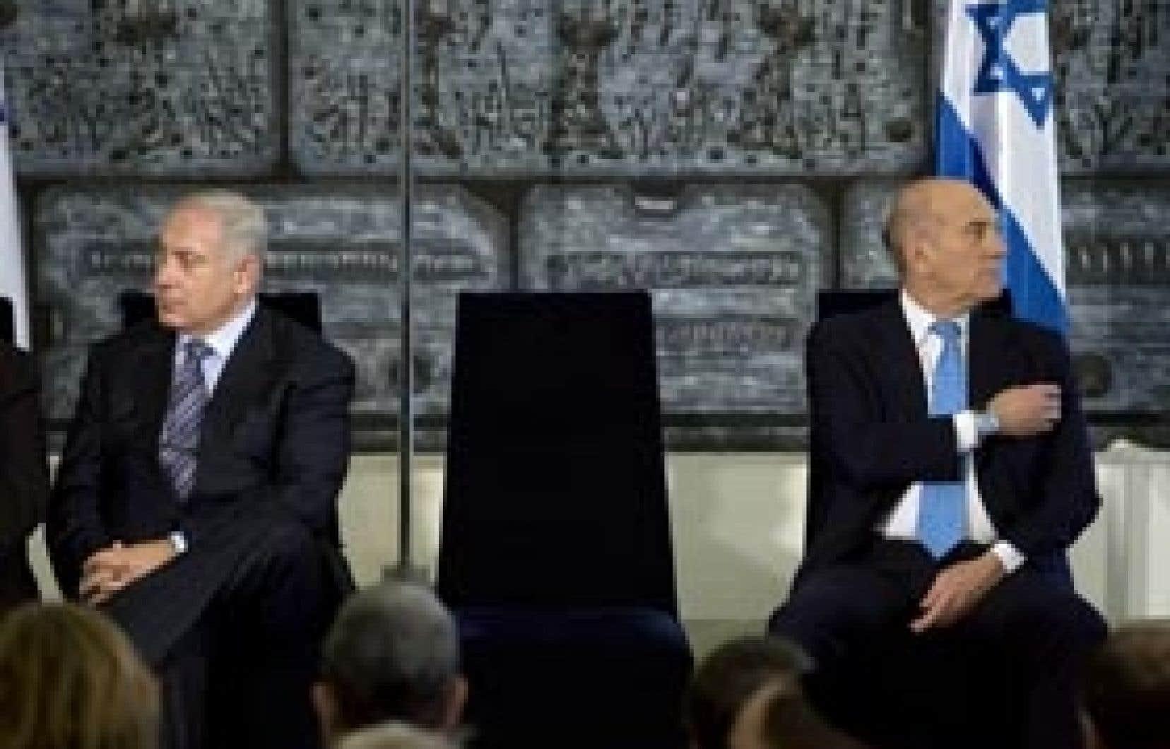 La question palestinienne est venue hanter la cérémonie de passation des pouvoirs hier, à Jérusalem, Benjamin Nétanyahou (à gauche) rompant avec la position D'éhoud Olmert.