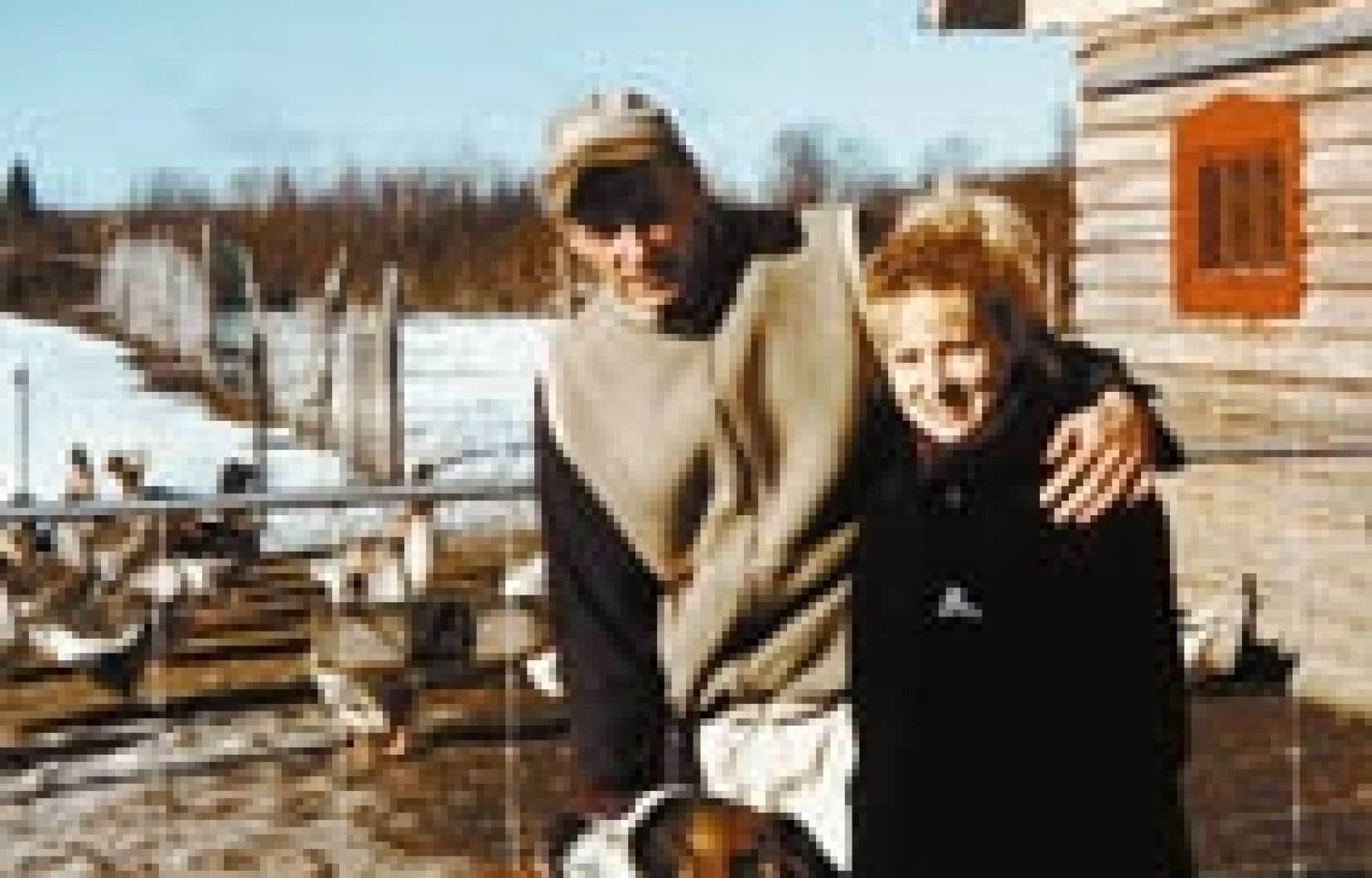 Alain Dansereau et Sylvie Renaud, leur fidèle toutou et leurs paisibles oies