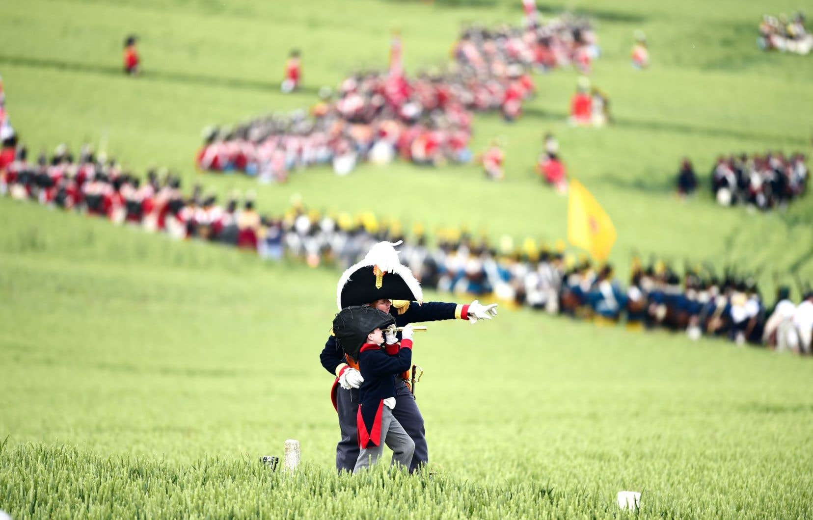 Des participants costumés soulignaient par une reconstitution le 200eanniversaire de la célèbre bataille napoléonienne, dans la plaine de Waterloo.