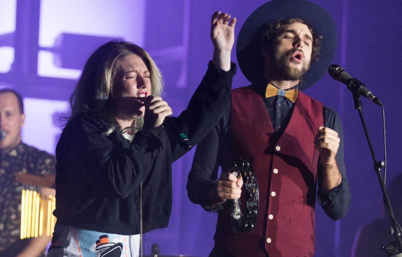 Le chanteur Alex Nevsky s'est ainsi produit devant l'une des foules les plus imposantes de son histoire. Ici avec Fanny Bloom.