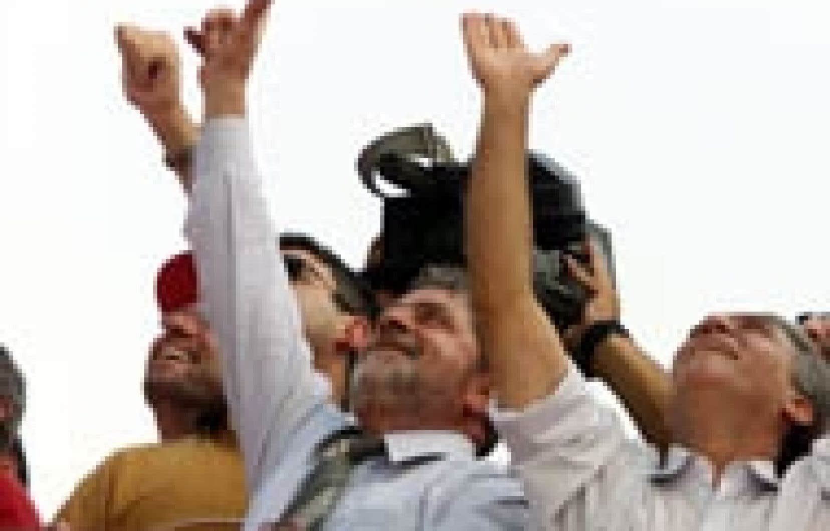 Luiz Ignacio Lula da Silva (au centre), hier: il n'y a pas si longtemps encore, il était présenté comme le «candidat du diable».