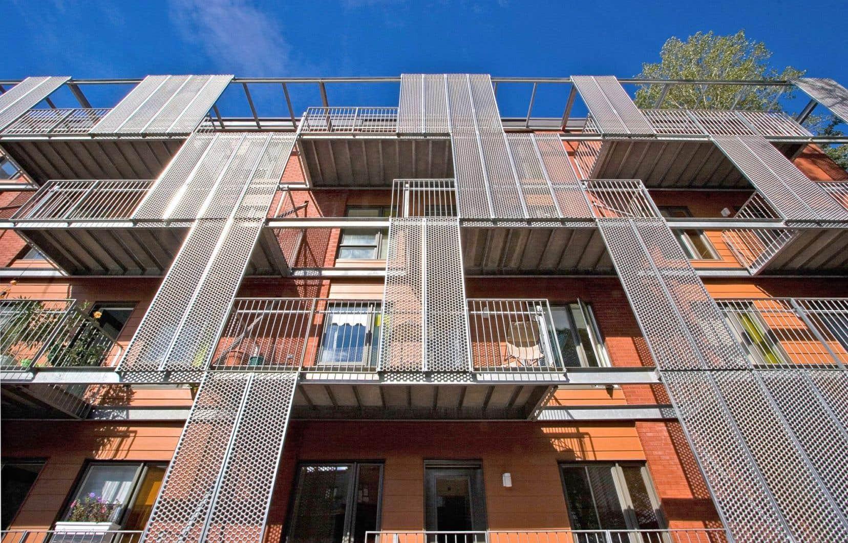 Un projet de logement social communautaire dans l'arrondissement de Lachine. Des douzaines de projets en voie de réalisation s'ajouteront bientôt à l'offre de logement social existante à Montréal.