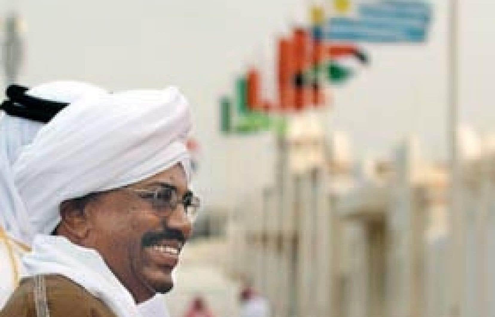 Le président soudanais, Omar el-Béchir, était tout sourire hier à son arrivée à Doha, où se tient le sommet annuel de la Ligue arabe.