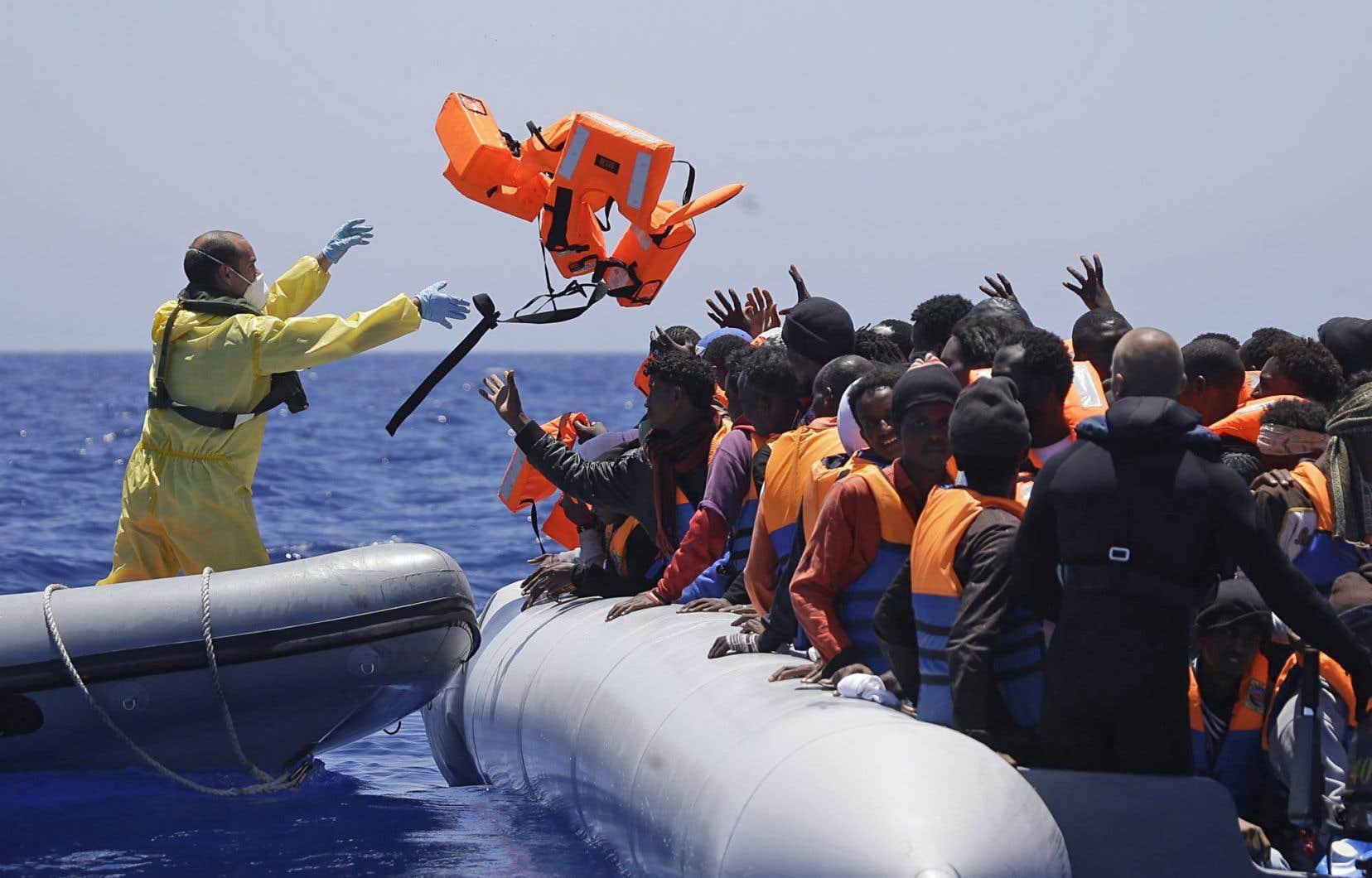 Même si le nombre de traversées connaît un pic avec les conflits en Syrie et en Libye, cela reste gérable pour une Union européenne de 500 millions d'habitants.