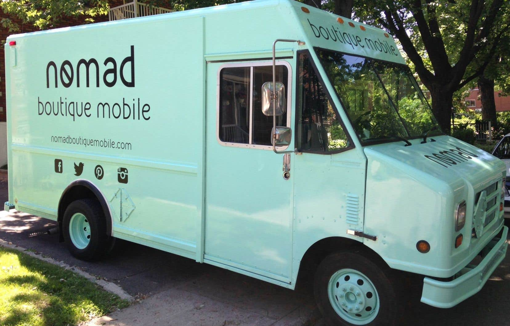 Le camion de Nomad Boutique se déplace et va à la rencontre d'éventuels clients et clientes.