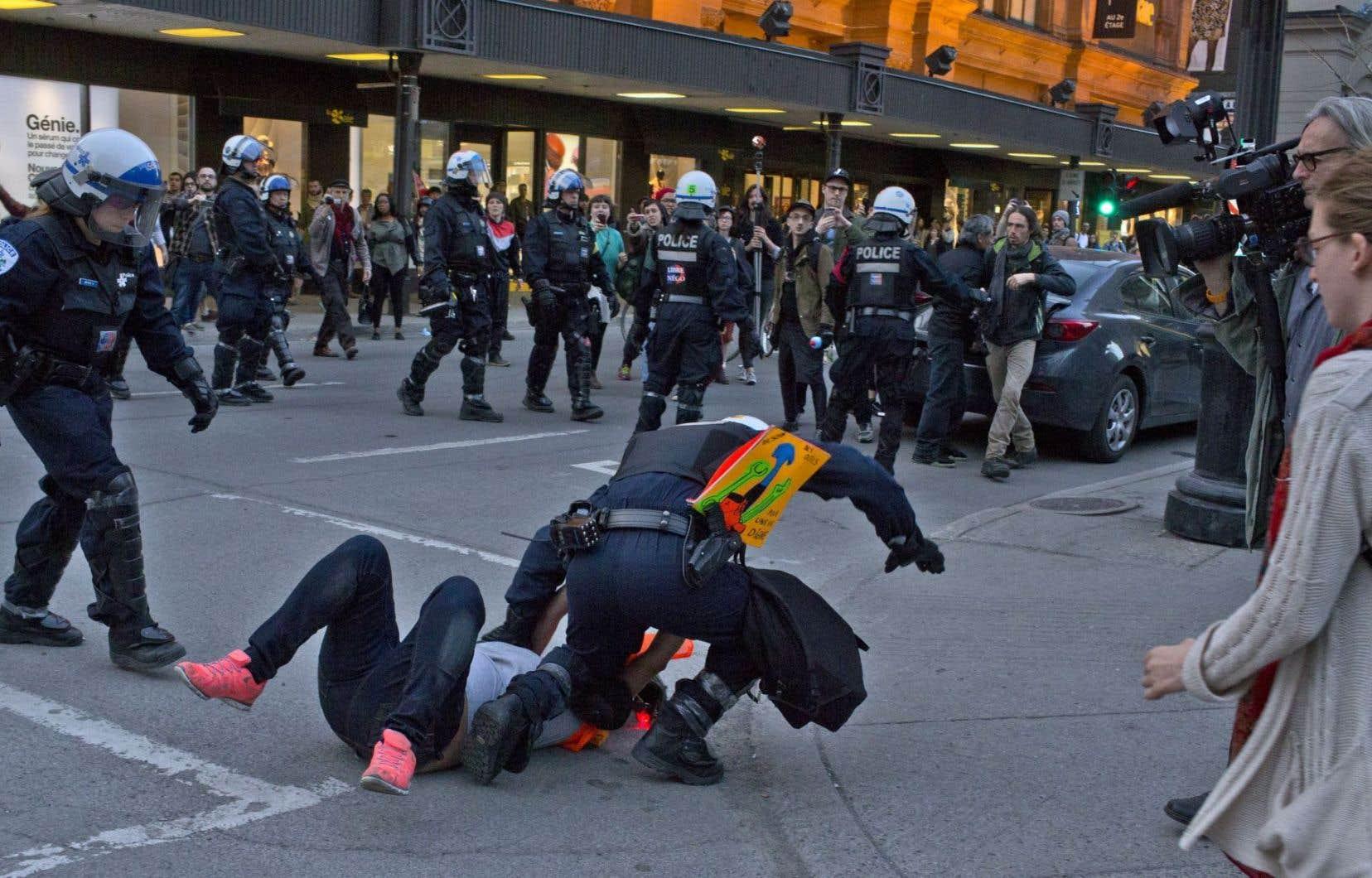 Le gouvernement canadien était aussi invité à expliquer au comité de l'ONU « les restrictions illicites qui auraient été imposées au droit de réunion pacifique », notamment lors des manifestations étudiantes de 2012 au Québec.