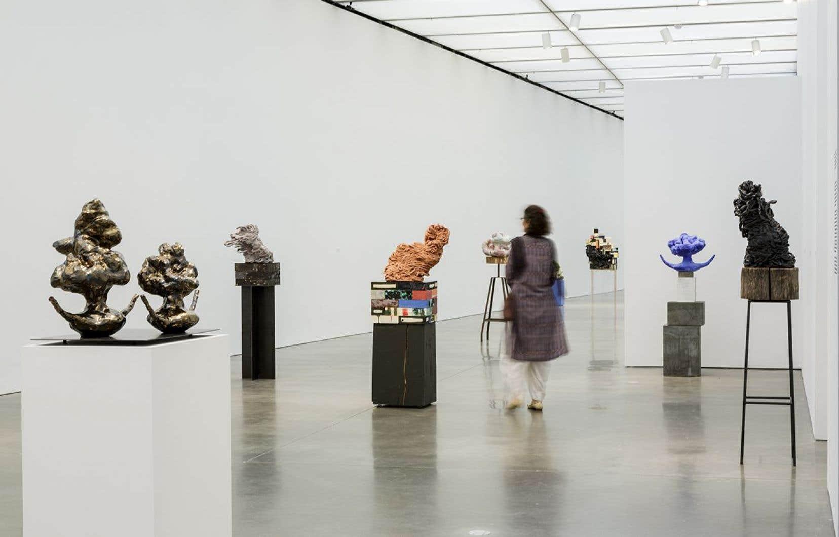 Vue de l'exposition d'Arlene Shechet au ICA de Boston