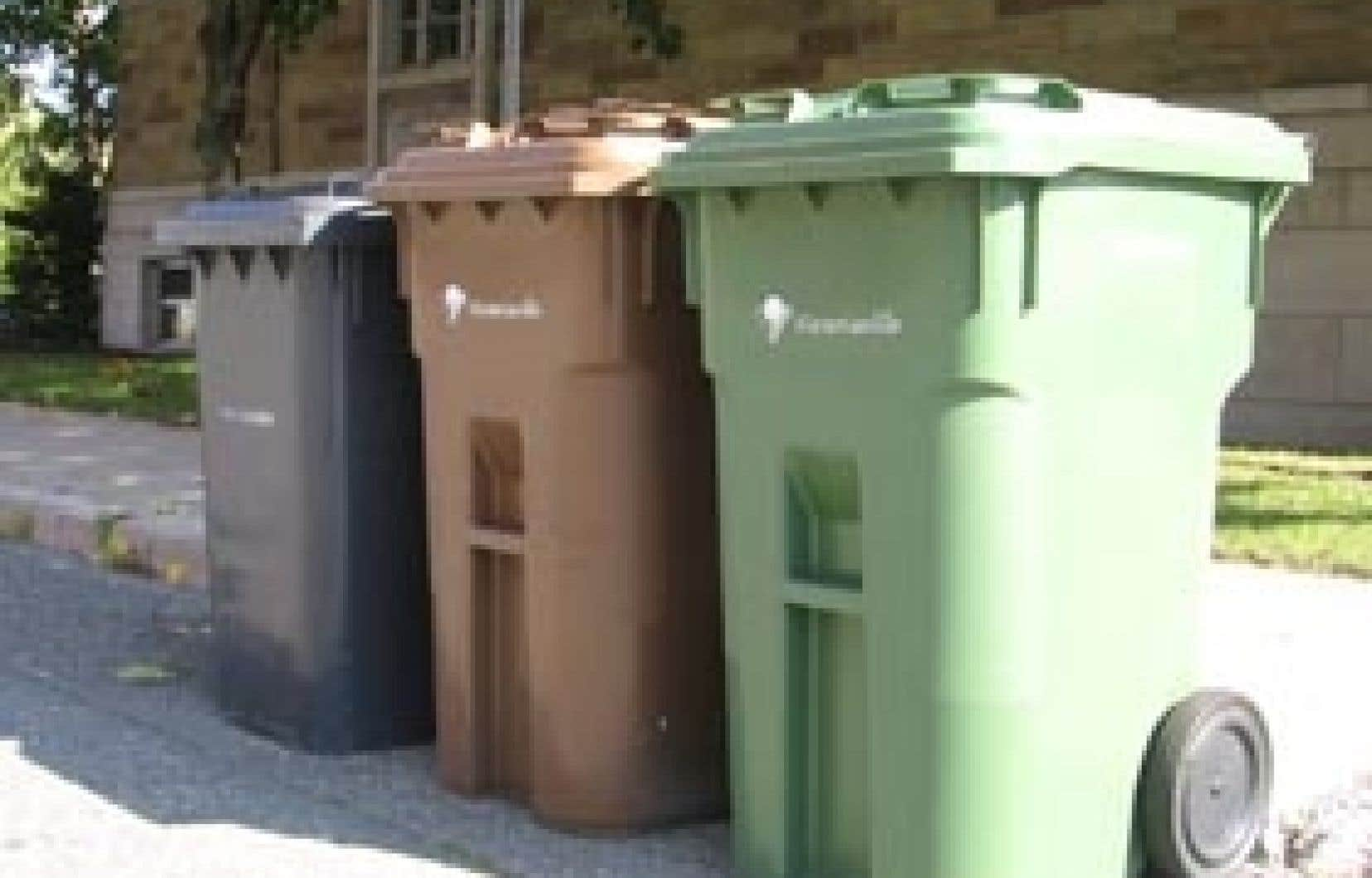 Depuis des années, les citoyens de Victoriaville ont trois bacs pour disposer de leurs déchets: un pour le recyclage, un pour le compostage et un pour le reste.
