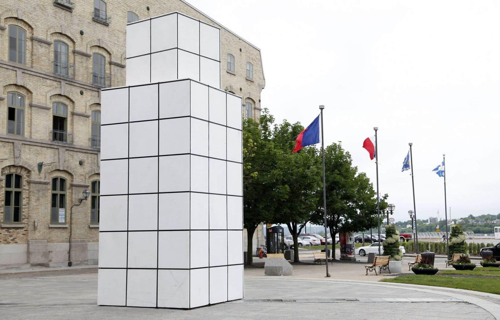 «Dialoguer avec l'histoire», l'œuvre de l'artiste Jean-Pierre Raynaud détruite à Québec.