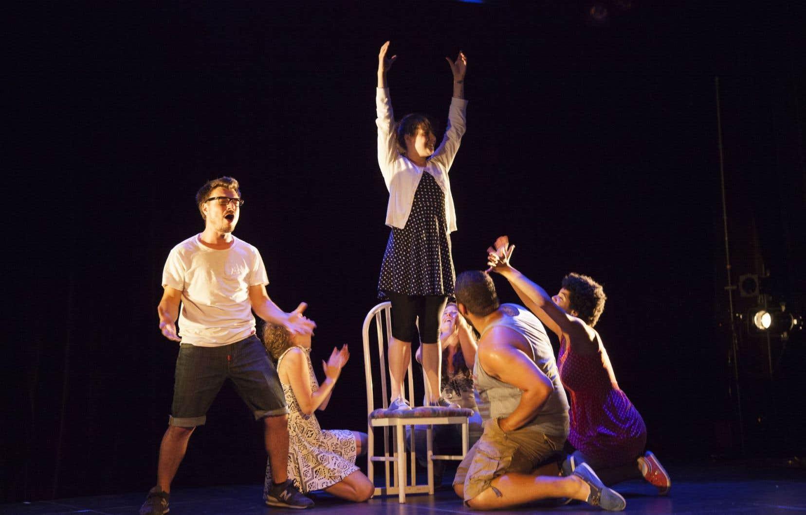«Autorisation parentale», une pièce présentée dans le cadre de Zone Homa, un festival artistique éclaté.