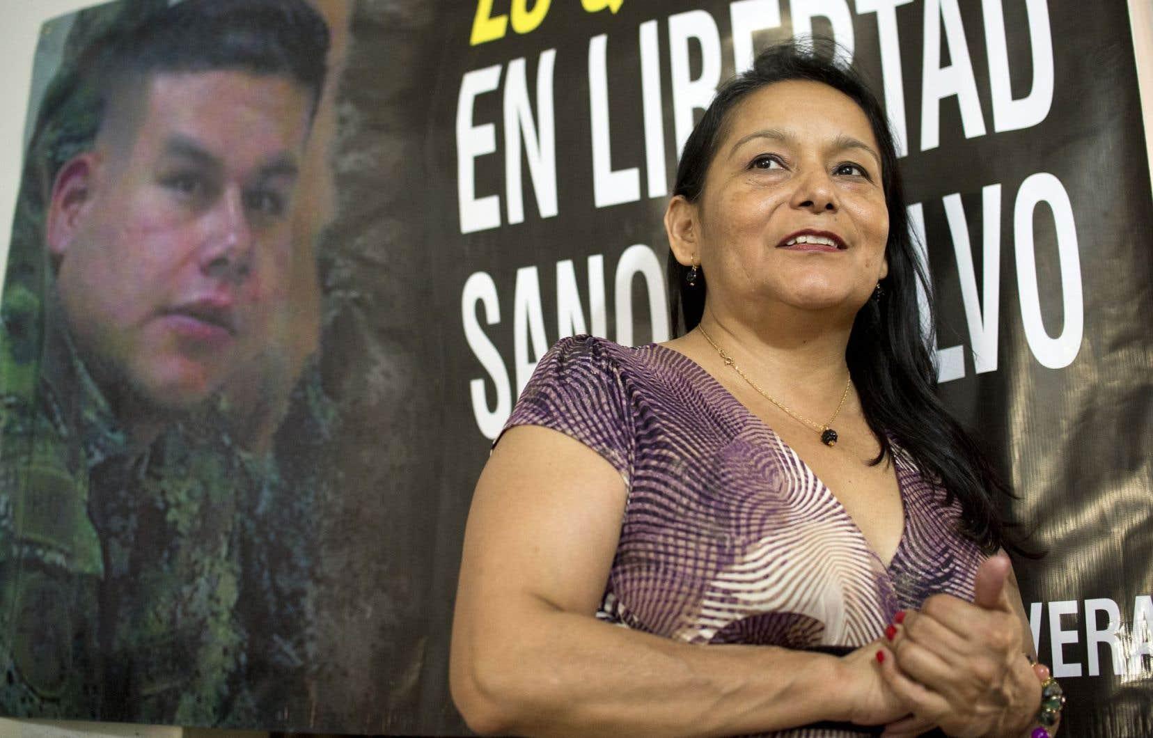 Luz Mery Rivera, la tante du sous-lieutenant Cristian Moscoso, quelques instants après avoir parlé avec son neveu tout juste libéré par les FARC