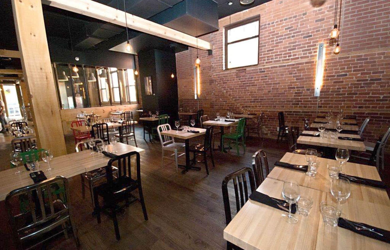 À Sherbrooke, la « Taverve américaine » O Chevreuil n'a de la taverne que le nom, au grand plaisir de notre critique Jean-Philippe Tastet, qui a trouvé à cette adresse une table prometteuse et festive.