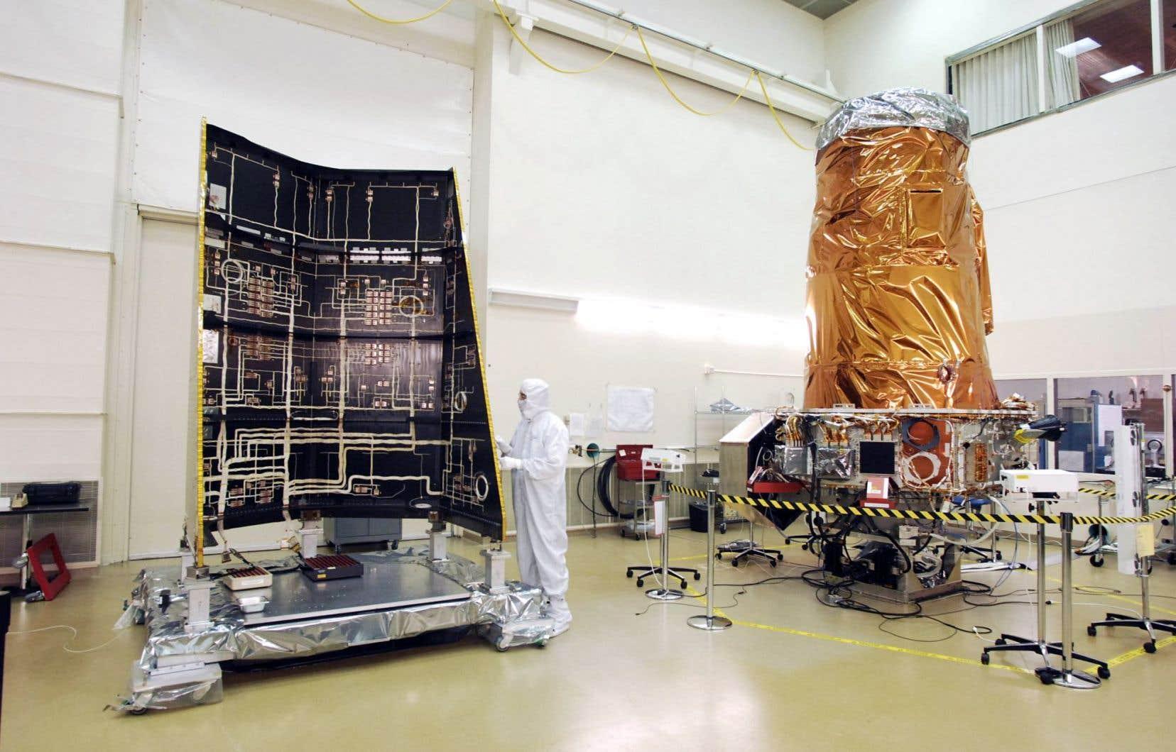 La construction et l'assemblage du télescope spatial Kepler.