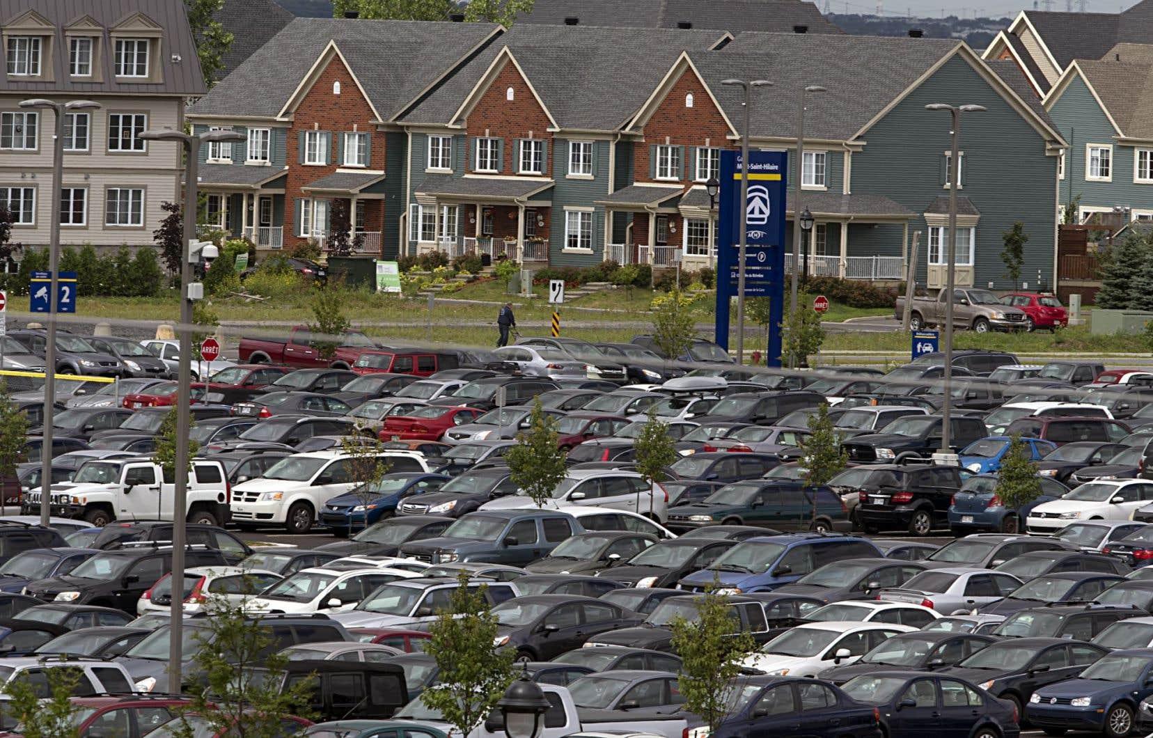 Construites et pensées pour les voitures, les banlieues font souvent figure de parents pauvres lorsqu'on parle de mobilité durable.