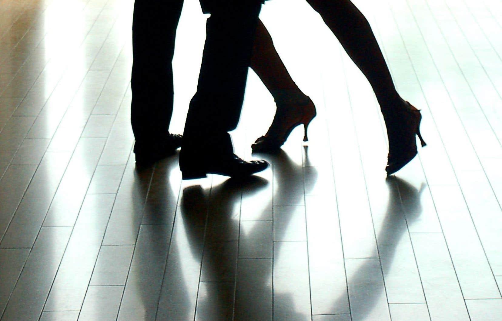 «Sortons danser» se penche sur le rapport étroit qu'ont entrenu les Québécois avec cette forme de divertissement à travers le XXe siècle.
