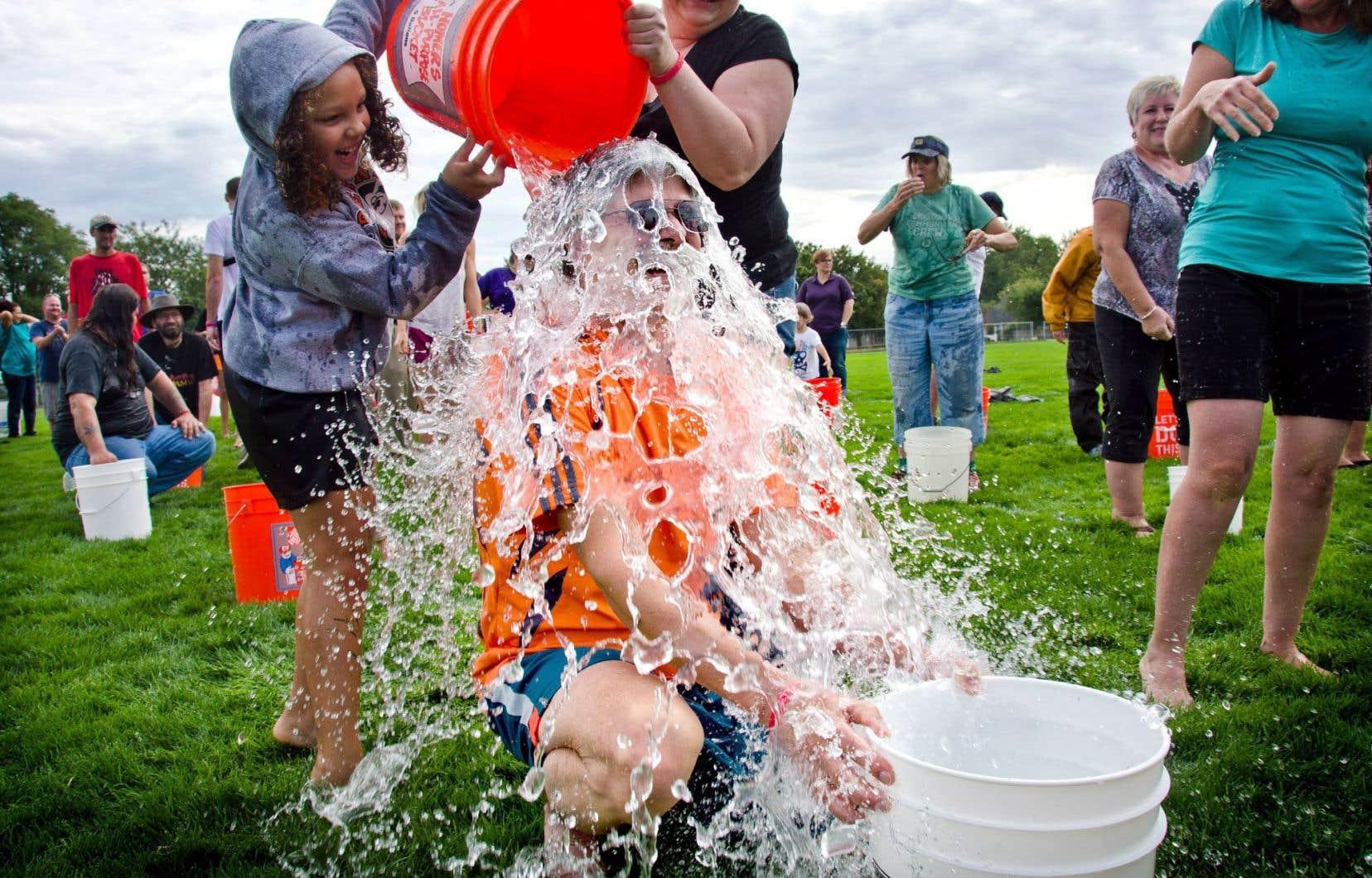 Le Ice Bucket Challenge avait pour but de collecter des dons pour la recherche sur la sclérose latérale amyotrophique.
