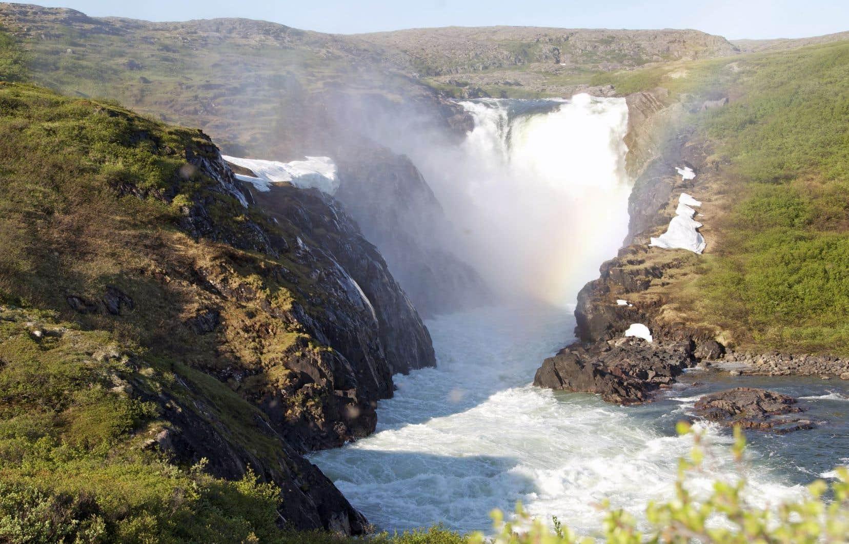 Convoité par Hydro-Québec, le bassin de la rivière Nastapoka est inclu dans le parc et ne pourra donc être harnaché.