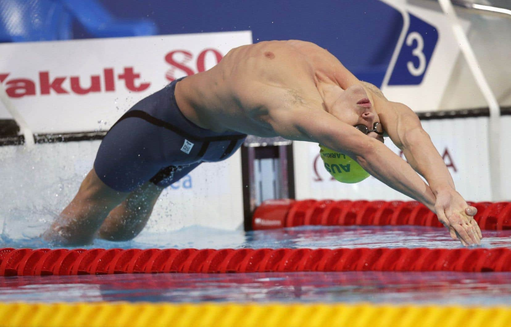 Mitchell Larkin a gagné le 100 mètres dos en 52,40 secondes.