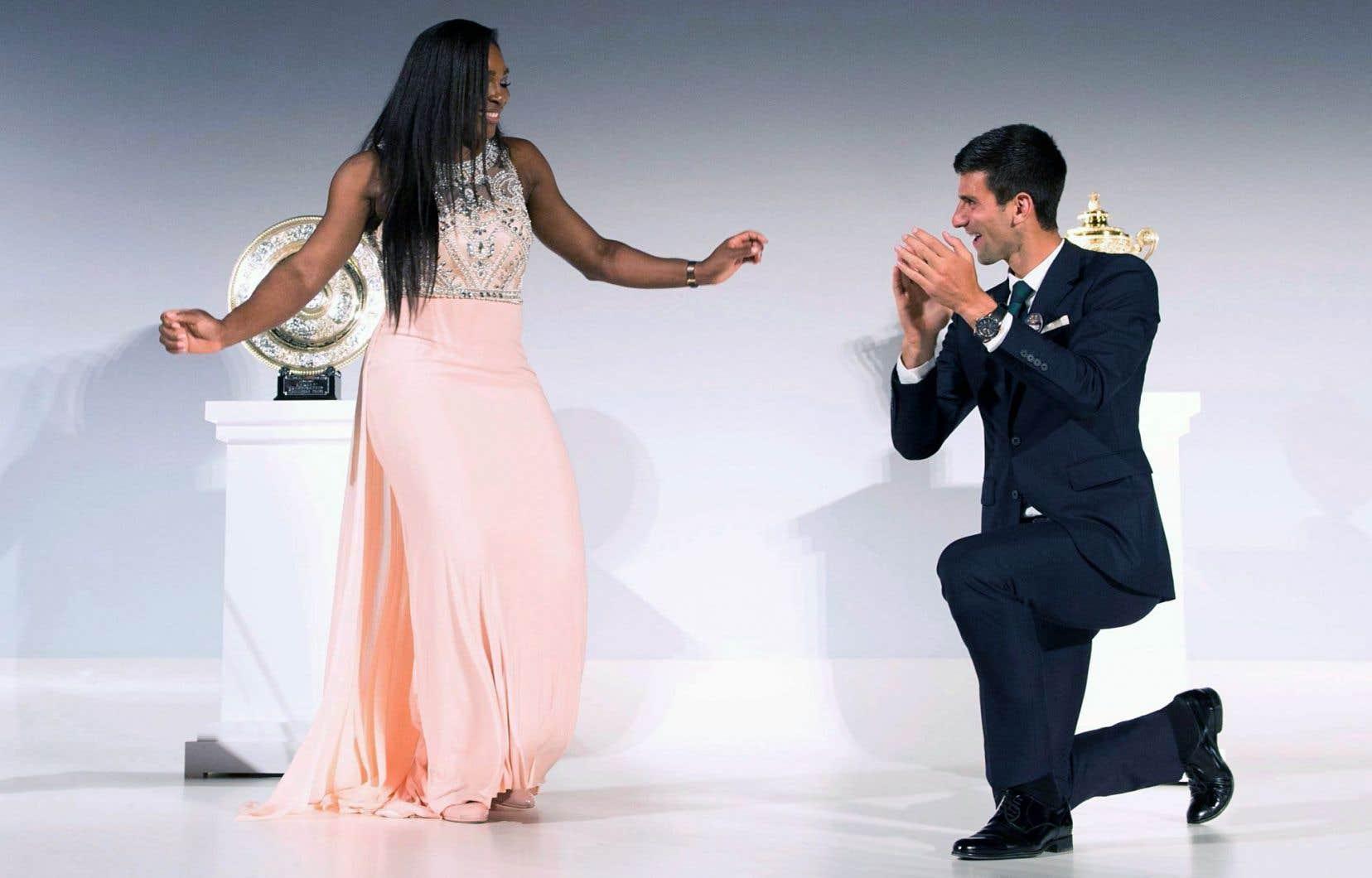 Serena Williams et Novak Djokovic ont effectué quelques pas de danse, en juillet, au gala qui a suivi leurs victoires à Wimbledon.