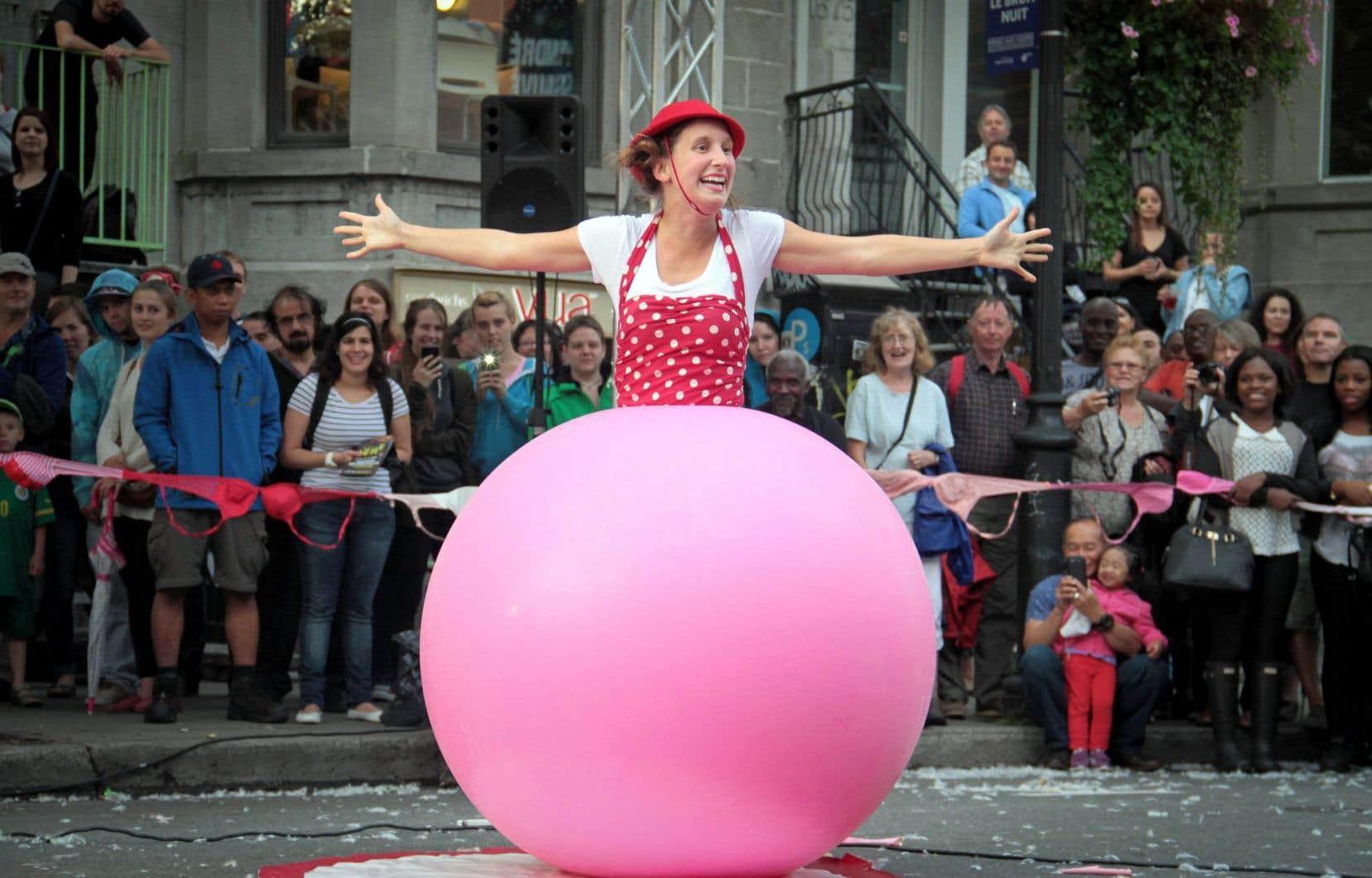 Les arts de la rue sont l'autre grand volet de ce festival créé par la Société de développement commercial du Quartier latin.