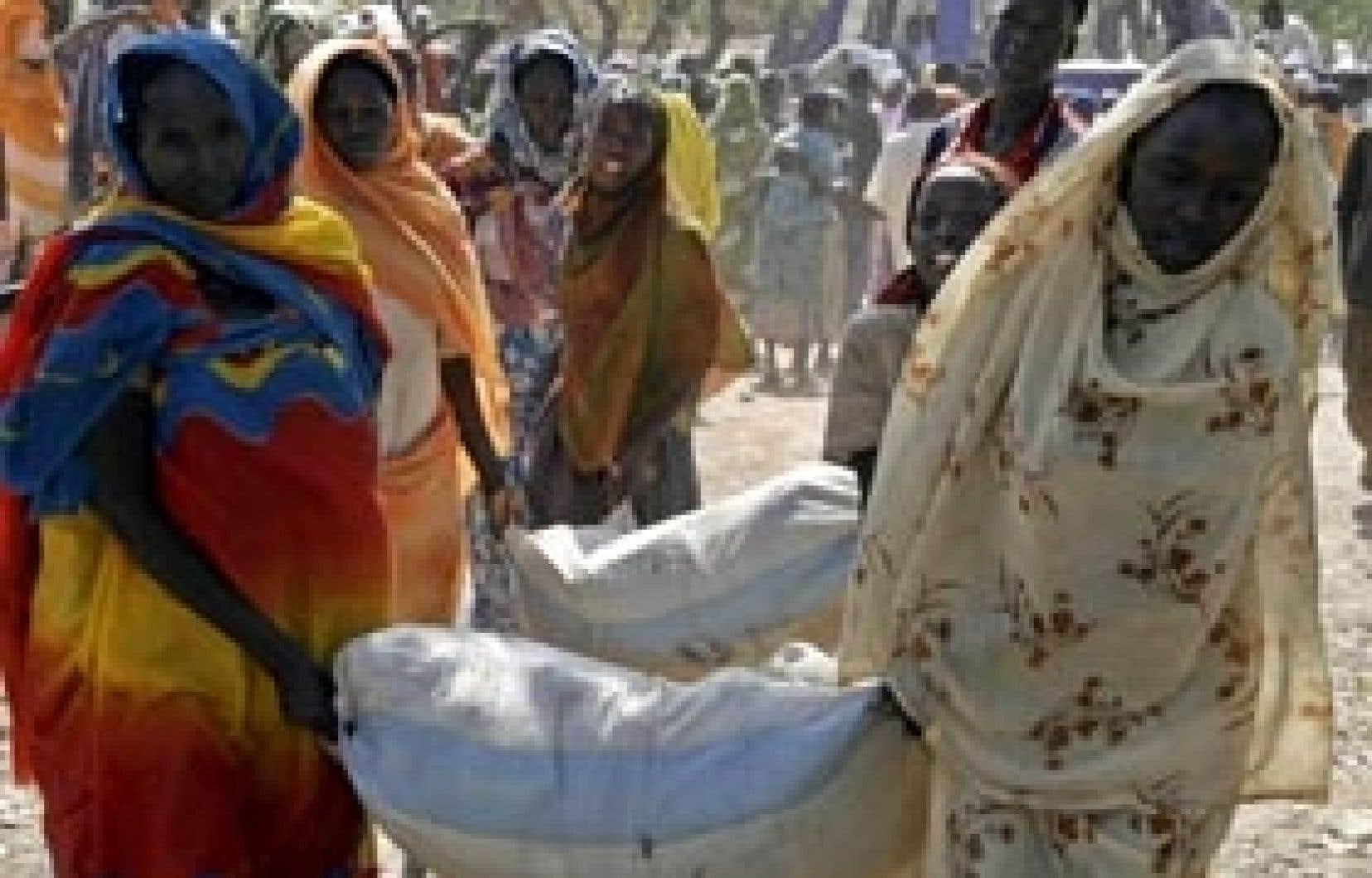 Avec le départ forcé des organisations humanitaires au Darfour, il y a moins de centres médicaux, moins de bras pour aider à construire des abris ou distribuer l'aide.