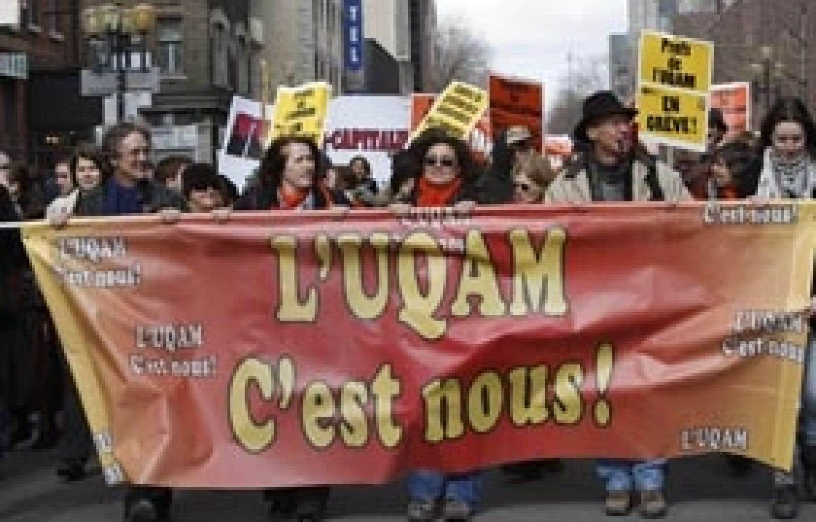 Les professeurs de l'UQAM, appuyés par des employés de soutien et des étudiants, ont tenu plusieurs manifestations au cours des derniers jours.