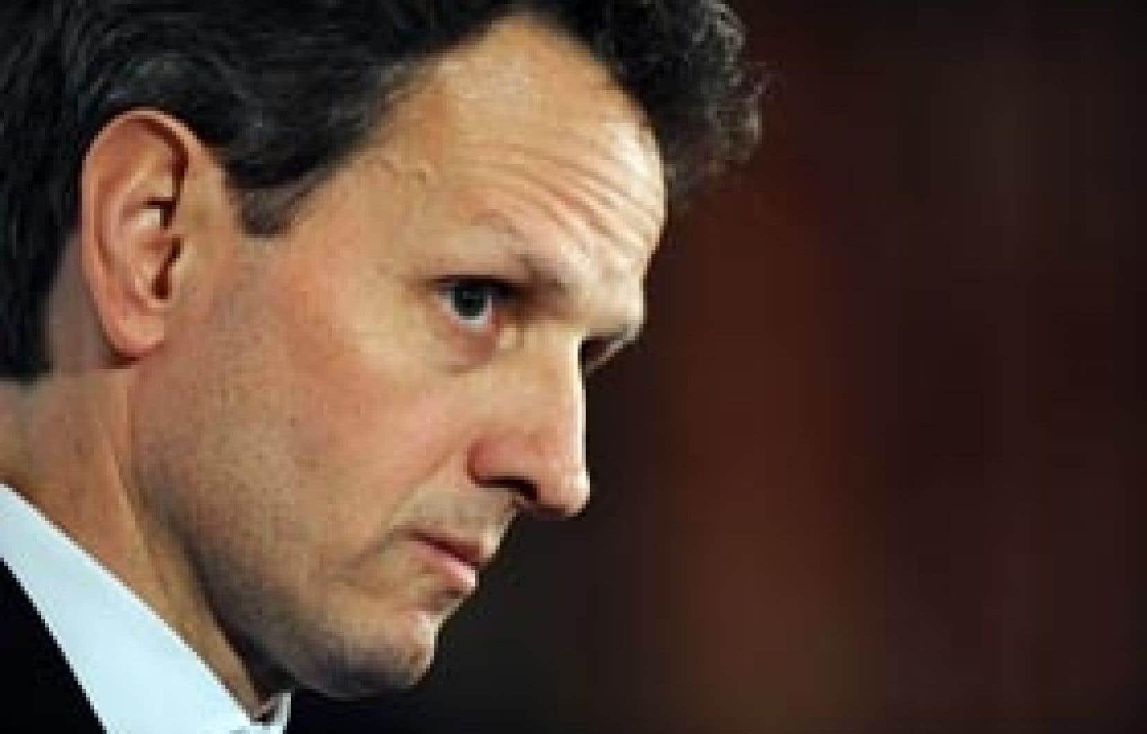 La classe politique exige de savoir dans quelle mesure Timothy Geithner, censé superviser AIG depuis que l'État détient 79,9 % du capital, était au courant des 165 millions de dollars de primes remis à l'encadrement et pourquoi il n'a rien fai