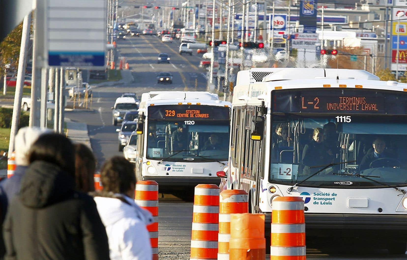 Pendant que les acteurs du milieu attendent l'argent du Fonds vert, on constate depuis 2014 une stagnation de l'achalandage dans les services de transport en commun au Québec.