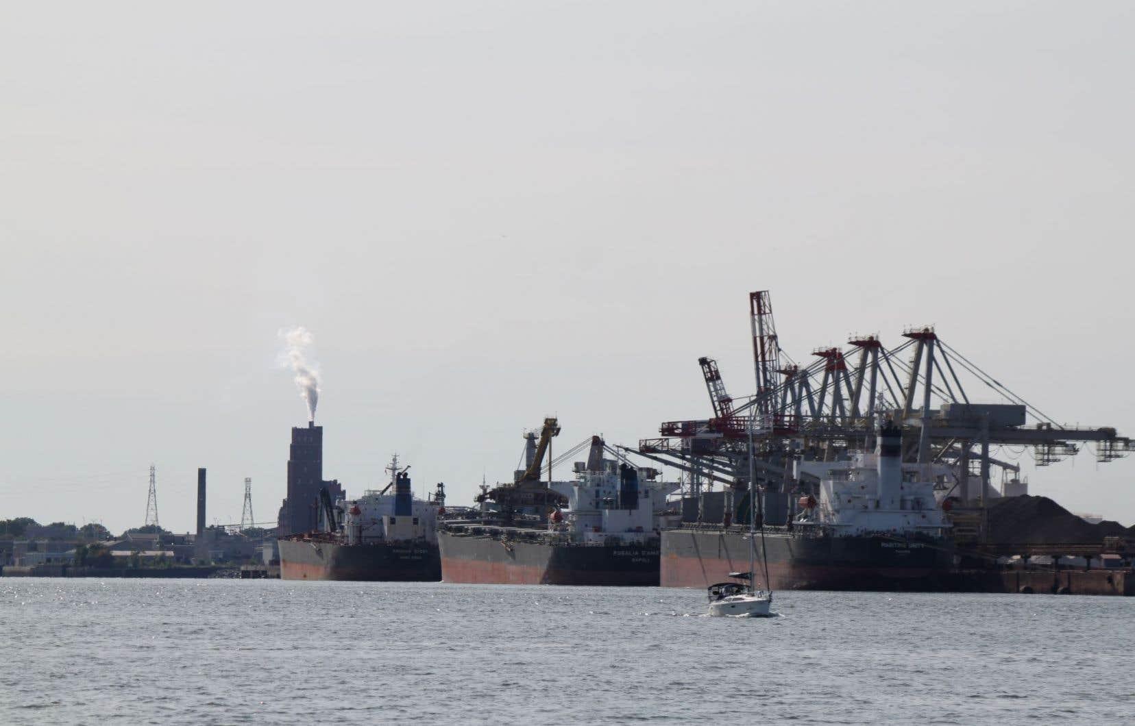 Dans une lettre transmise au «Devoir» mardi, Jean Gauthier, Pierre Laporte et Harvey Mead demandent au ministère de l'Environnement québécois de revenir sur sa décision et d'assujettir l'administration portuaire de Québec au processus québécois d'évaluation environnementale.