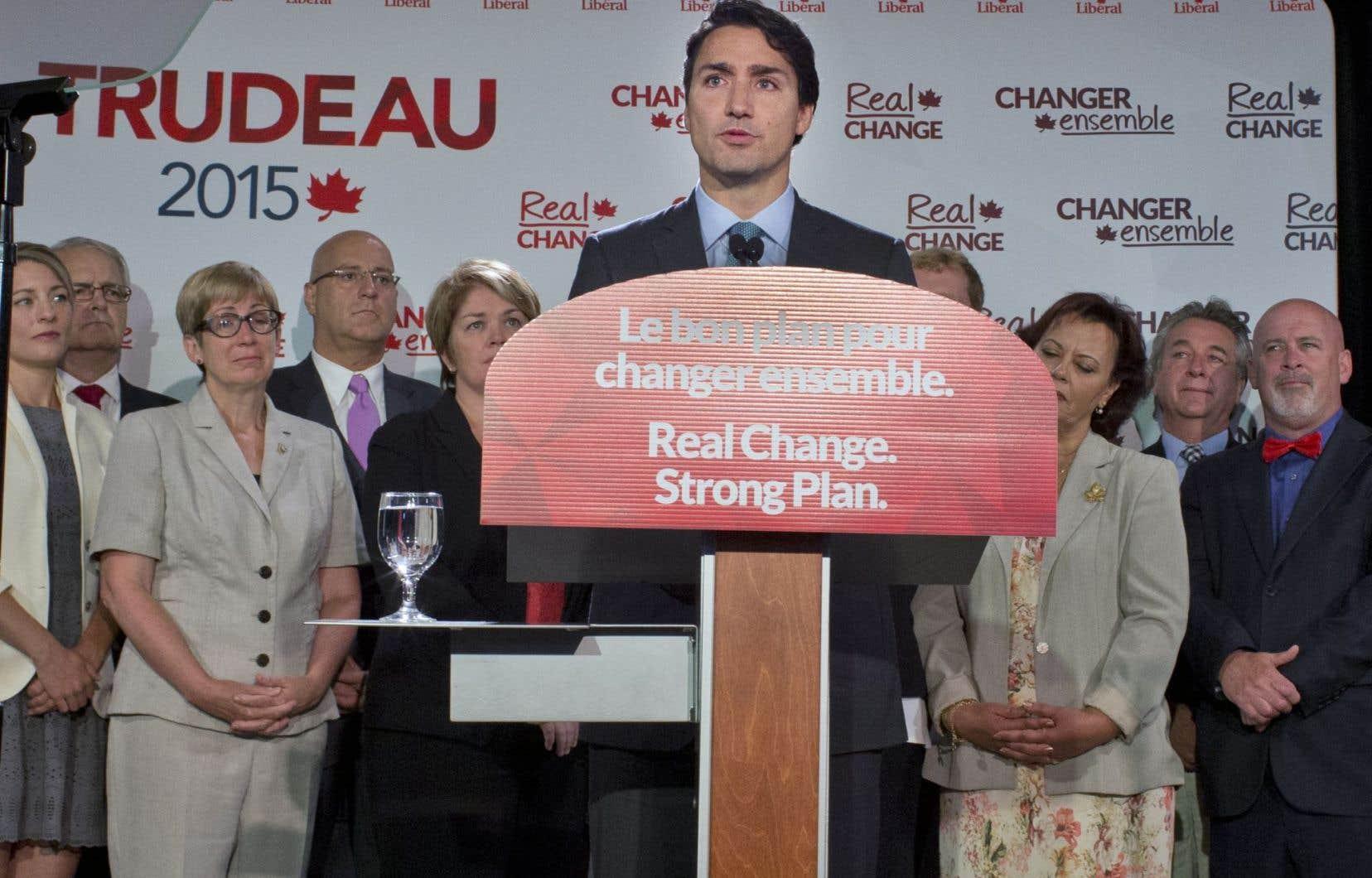 L'émotion du chef libéral était vive lorsqu'il a reproché à Stephen Harper et à son ministre de la Citoyenneté et de l'Immigration, Chris Alexander, de s'être traîné les pieds dans ce dossier.