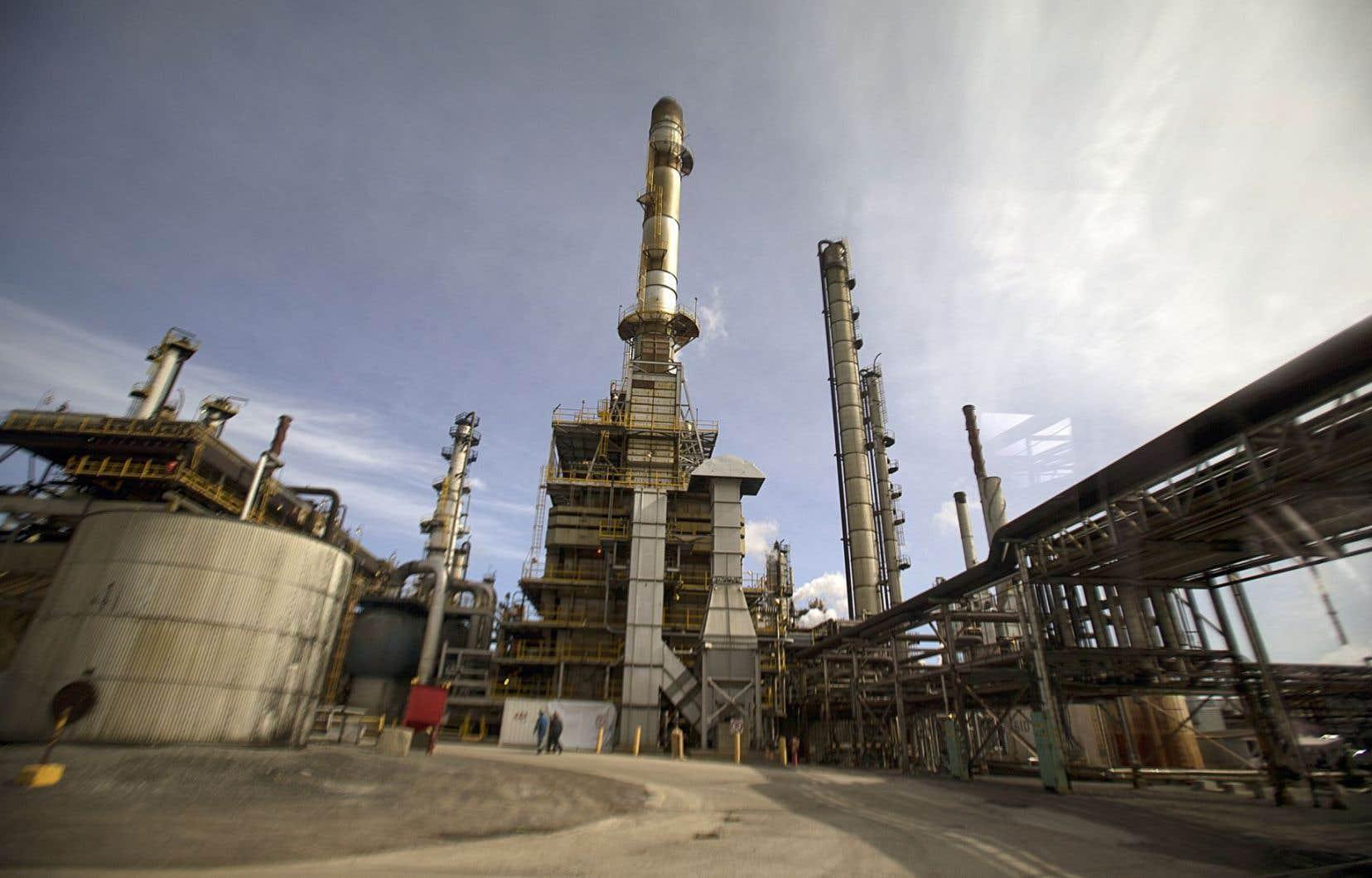 Raffinerie de pétrole à Suncor dans l'est de Montréal
