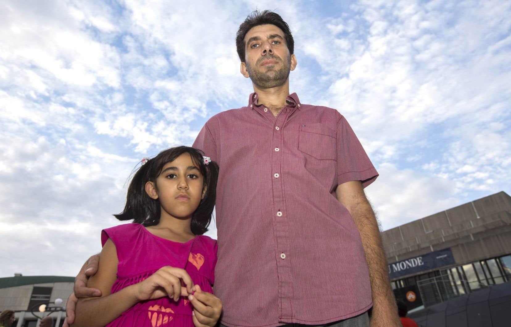 Nedal Alnajjar, au Canada depuis 15ans, et sa fille Myriam ont participé à la chaîne humaine organisée mercredi à Montréal.
