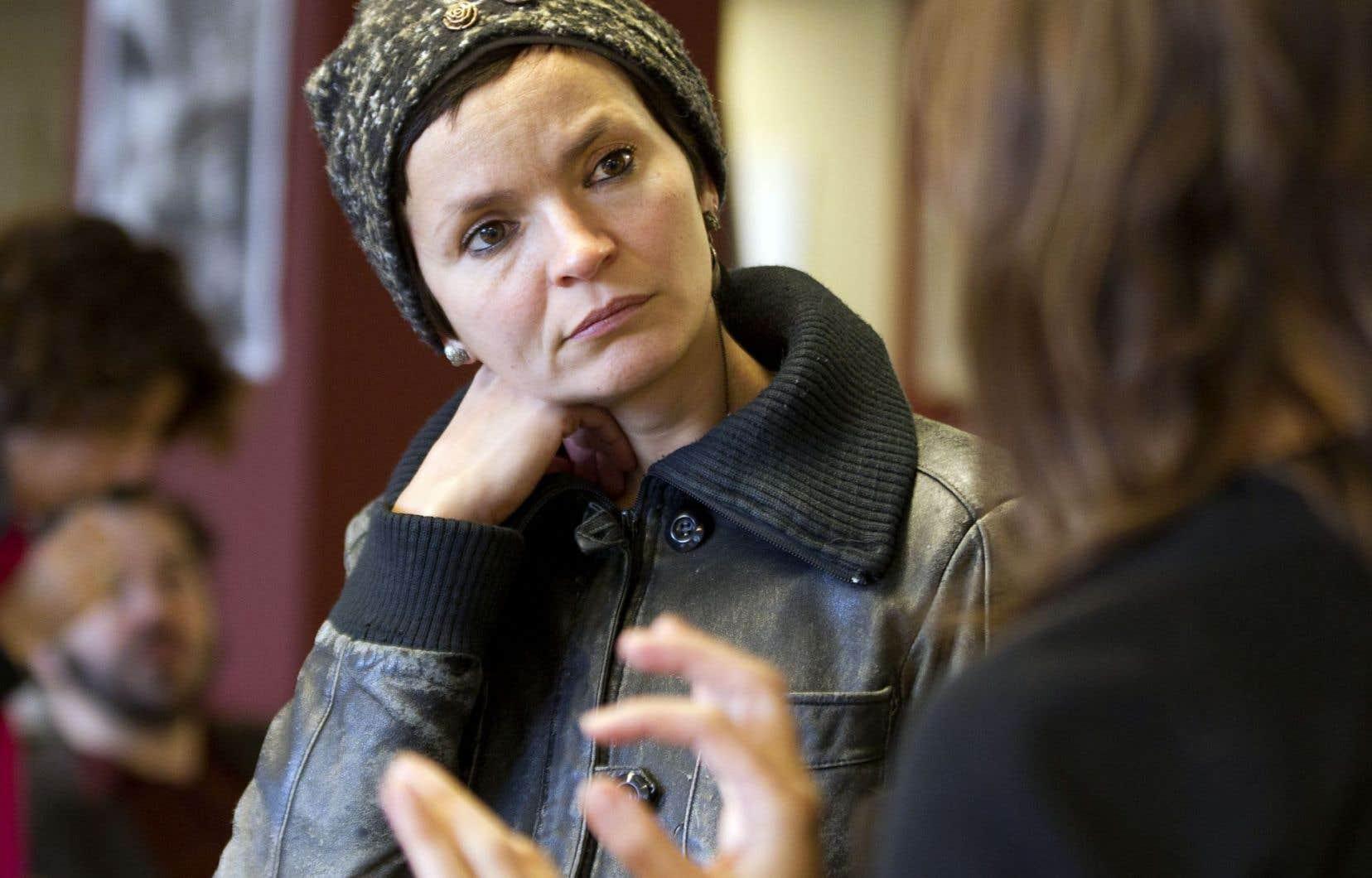 Anaïs Barbeau-Lavalette vient recoller le maillon brisé de sa filiation maternelle.