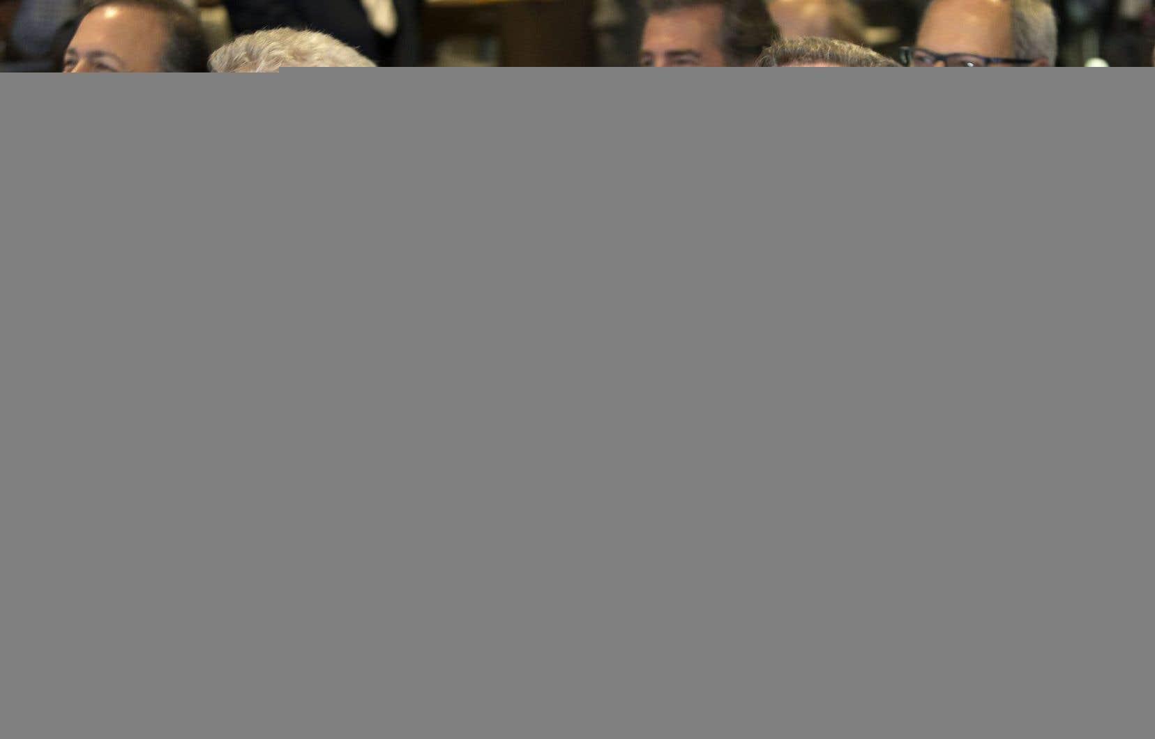 Le premier ministre Philippe Couillard et le maire Régis Labeaume lors de l'inauguration officielle du Centre Vidéotron mardi dernier